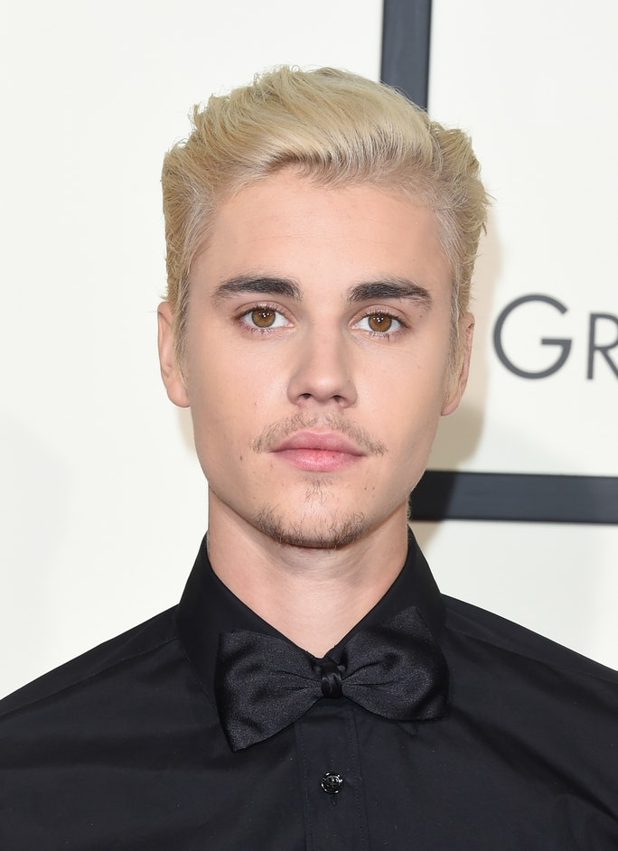 Is justin bieber dating anyone