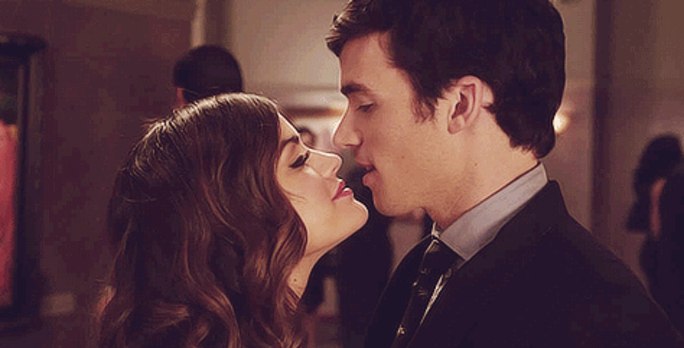 11 signs that aria is not over ezra on pretty little liars bustle