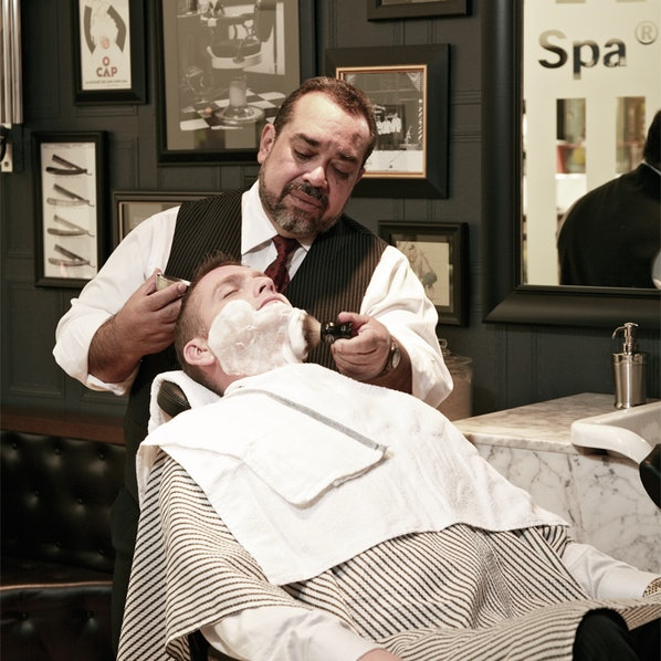 14. The Art of Shaving ?Royal Shave?