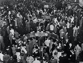 Another Day Of People Filling Streets >> 12 Scary Photographs Of The 1929 Wall Street Crash That Kicked Off The Great Depression