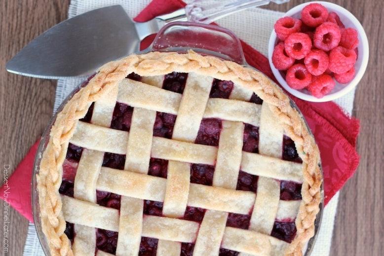 Pretzel crusted peanut butter cup blondie pie | 11 Thanksgiving Pies ...