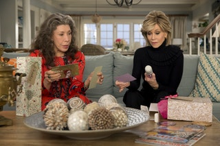 39 grace frankie 39 season 2 addresses a masturbation issue that 39 s rarely talked about. Black Bedroom Furniture Sets. Home Design Ideas