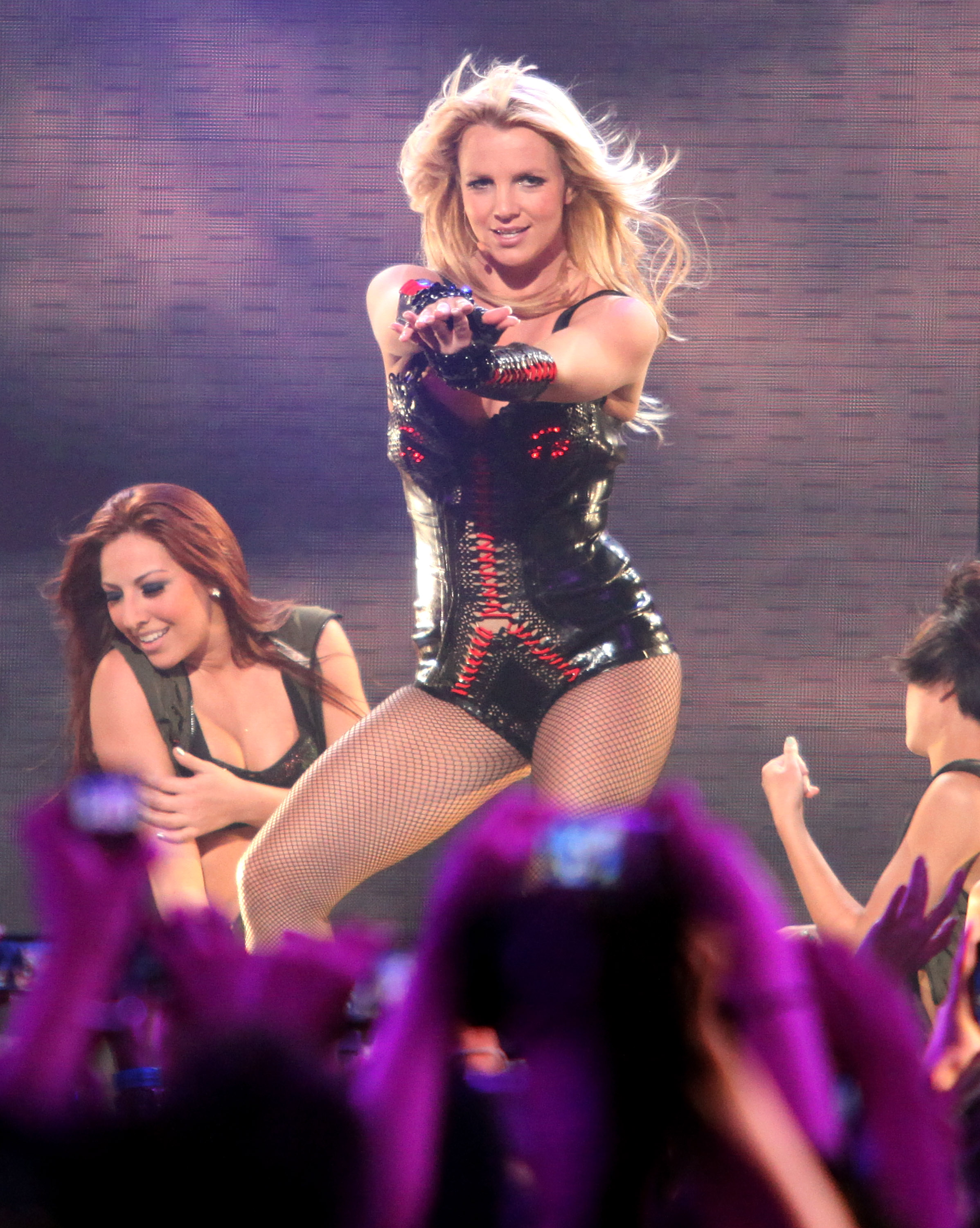 10 Important Britney Spears Concert Outfits That We D Be Happy To See Her Wear Again
