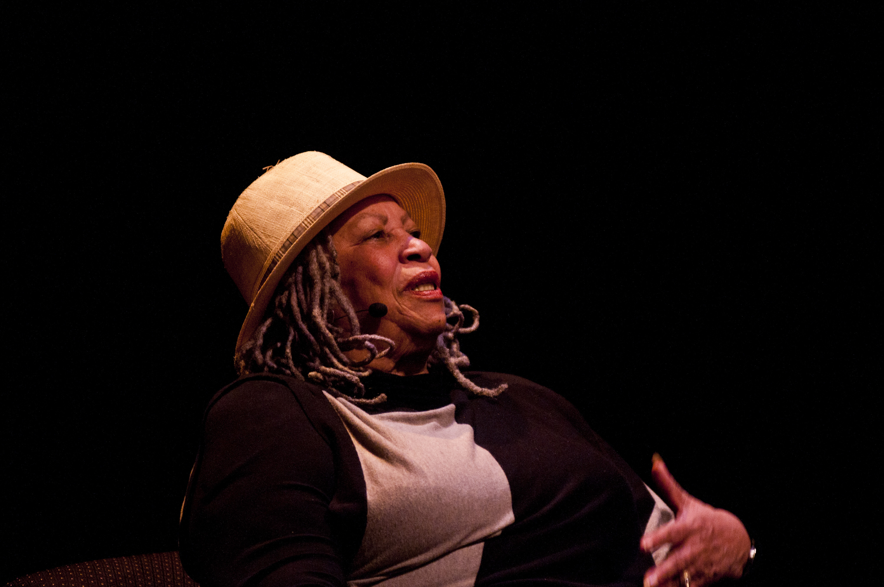 toni morrison writing style Toni morrison, original name chloe anthony wofford, (born february 18, 1931, lorain, ohio, us), american writer noted for her examination of black experience (particularly black female experience) within the black community she received the nobel prize for literature in 1993.