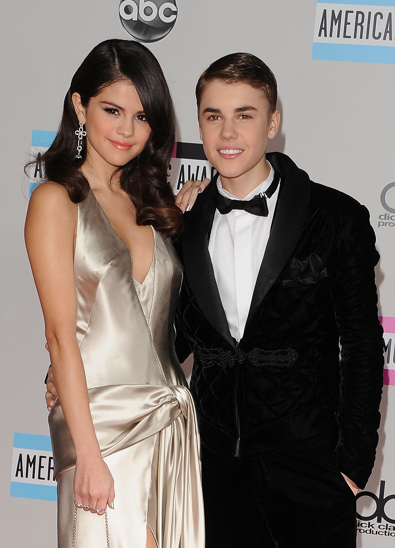 Selena gomez dating justin bieber proof