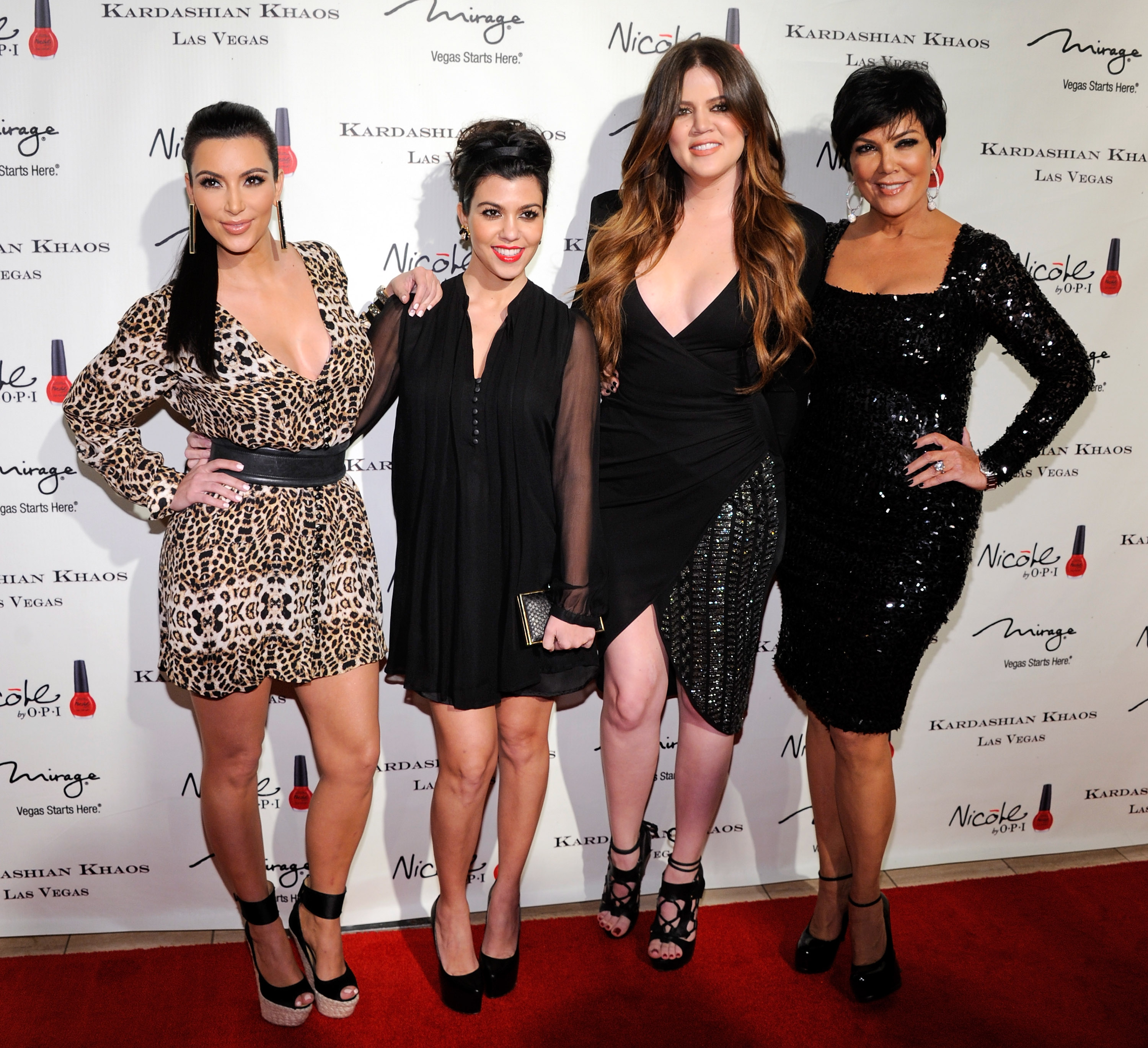 c0fc8013f132 81 Kardashian Hairstyles, Ranked From Khloe's Cringe-Worthy Highlights To  Kim's Enviable Retro Curls