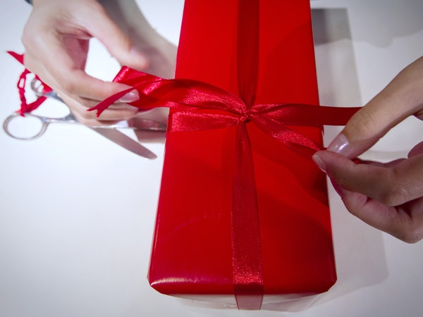Buy Wedding Gifts: Do I Have To Buy A Wedding Gift? 5 People You Shouldn't