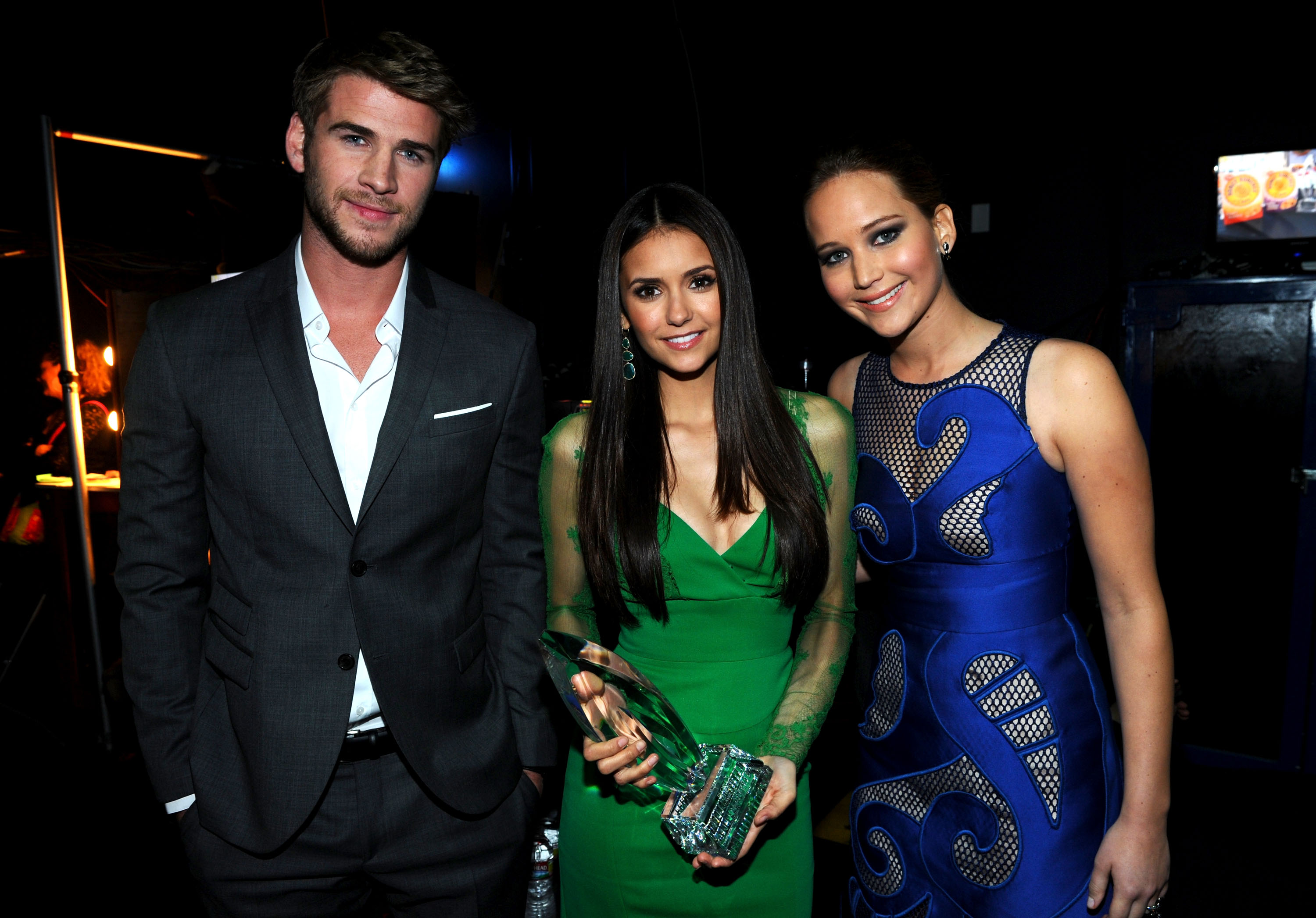 Liam hemsworth et nina dobrev dating