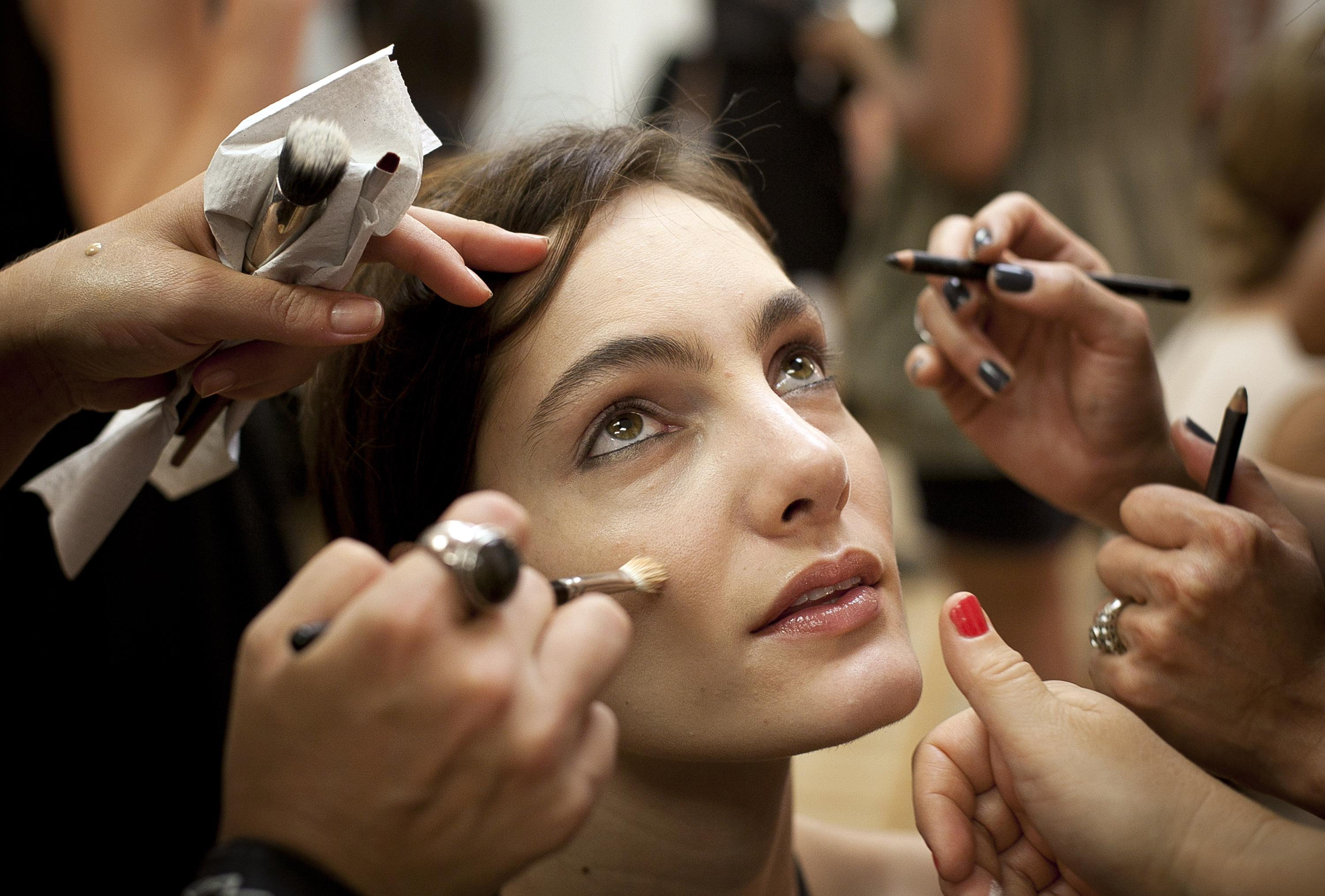 7 Scary Facts About Your Makeup pics