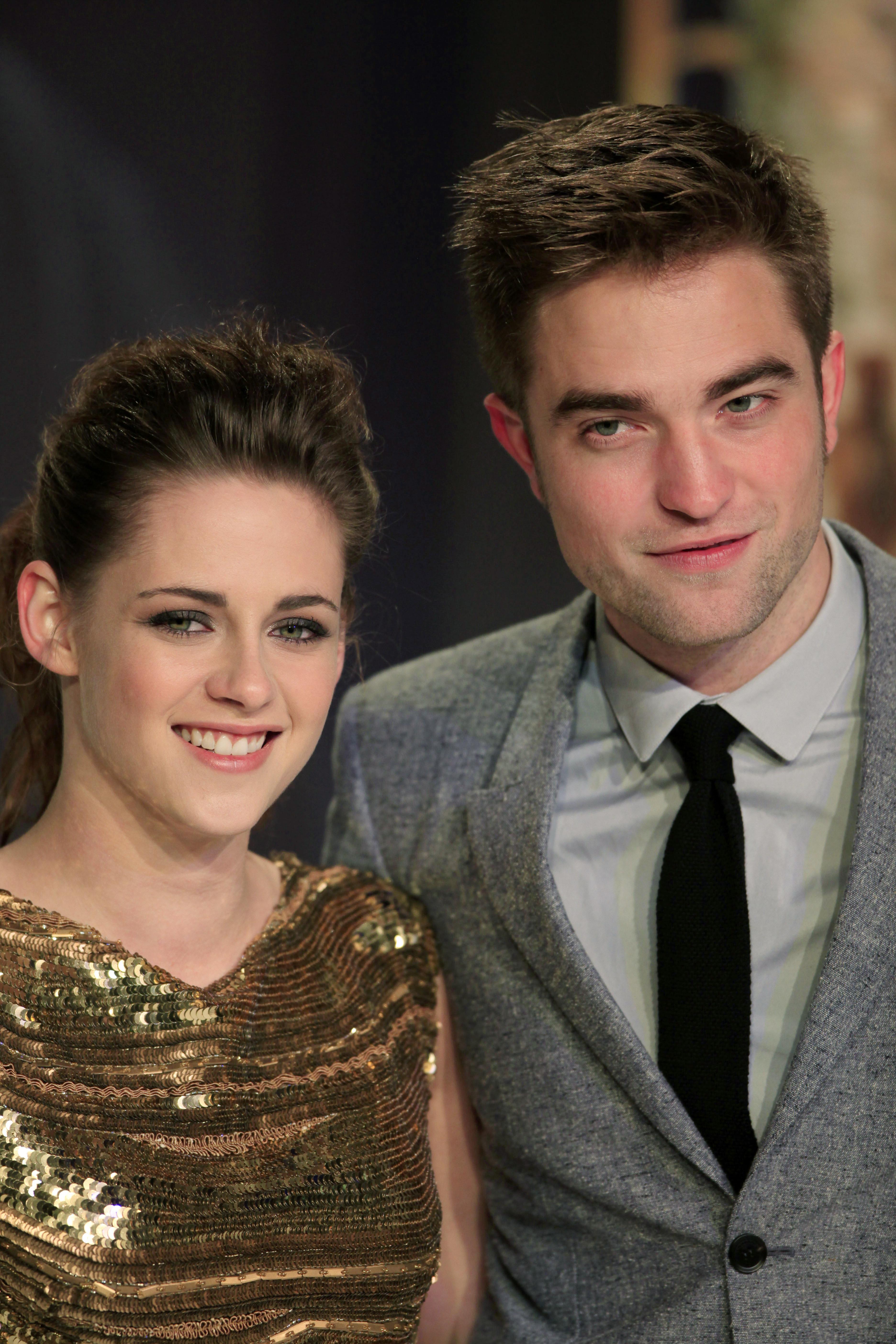 Kristen Stewart And Robert Pattinson Wallpaper