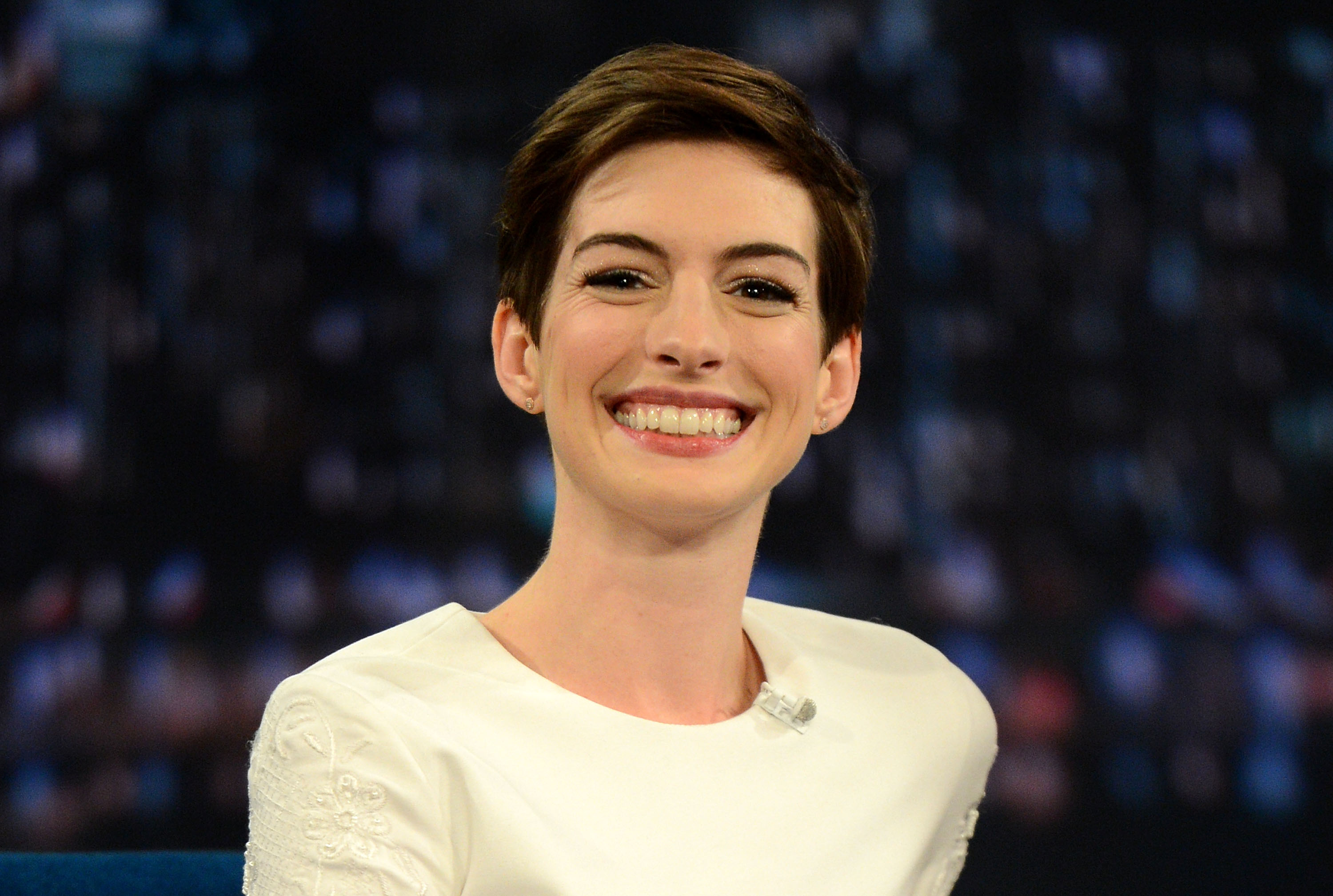 Anne Hathaway Has A Bob Haircut Now Proving She Can Rock Literally Any Hair Cut Out There