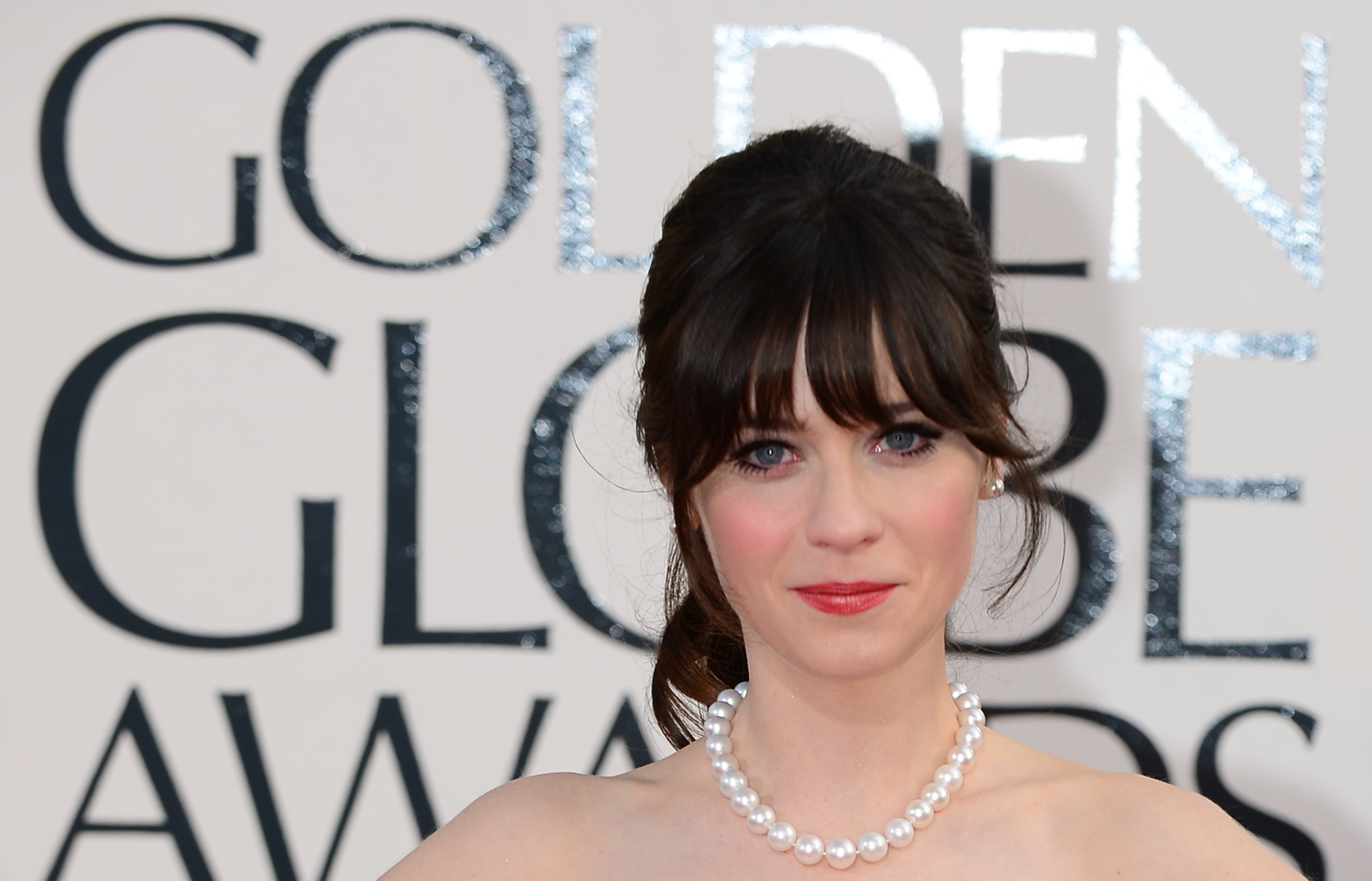 Zooey Deschanel Covers Cosmopolitan Is Almost Unrecognizable Without Her Usual Blunt Bangs