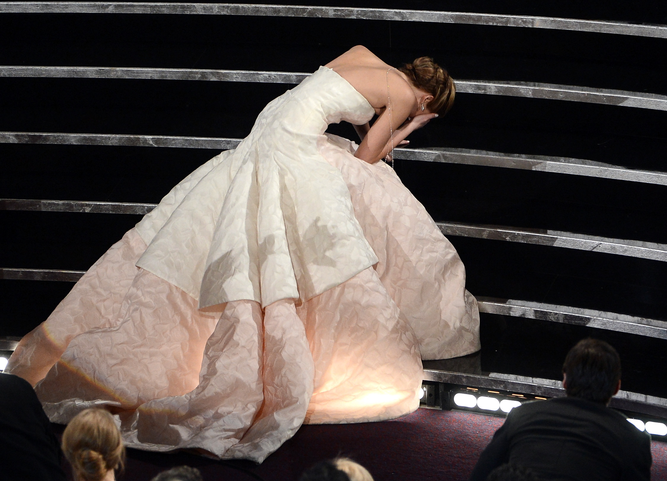 4036f6130d 5 Jennifer Lawrence Wardrobe Malfunctions She Successfully Turned Into  Comedy Gold