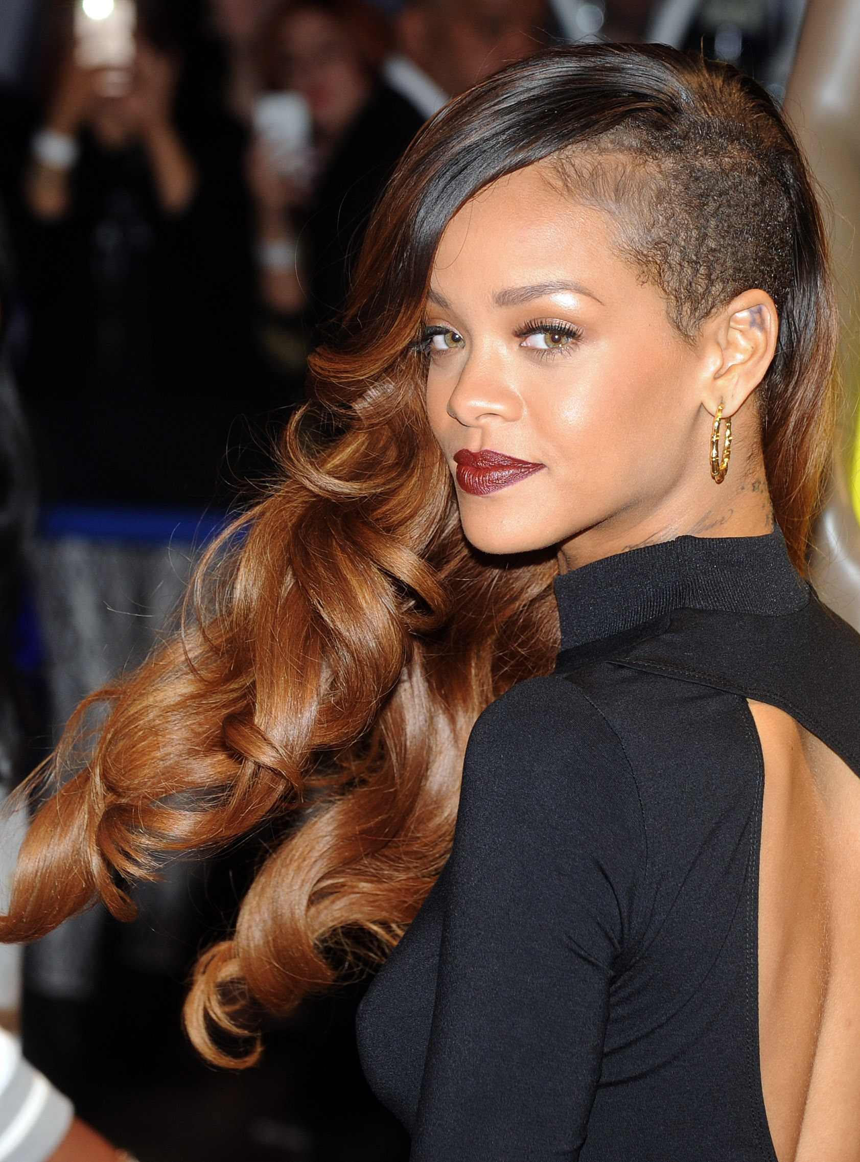 37 Rihanna Hairstyles Broken Down By Colour That Prove She Can Still