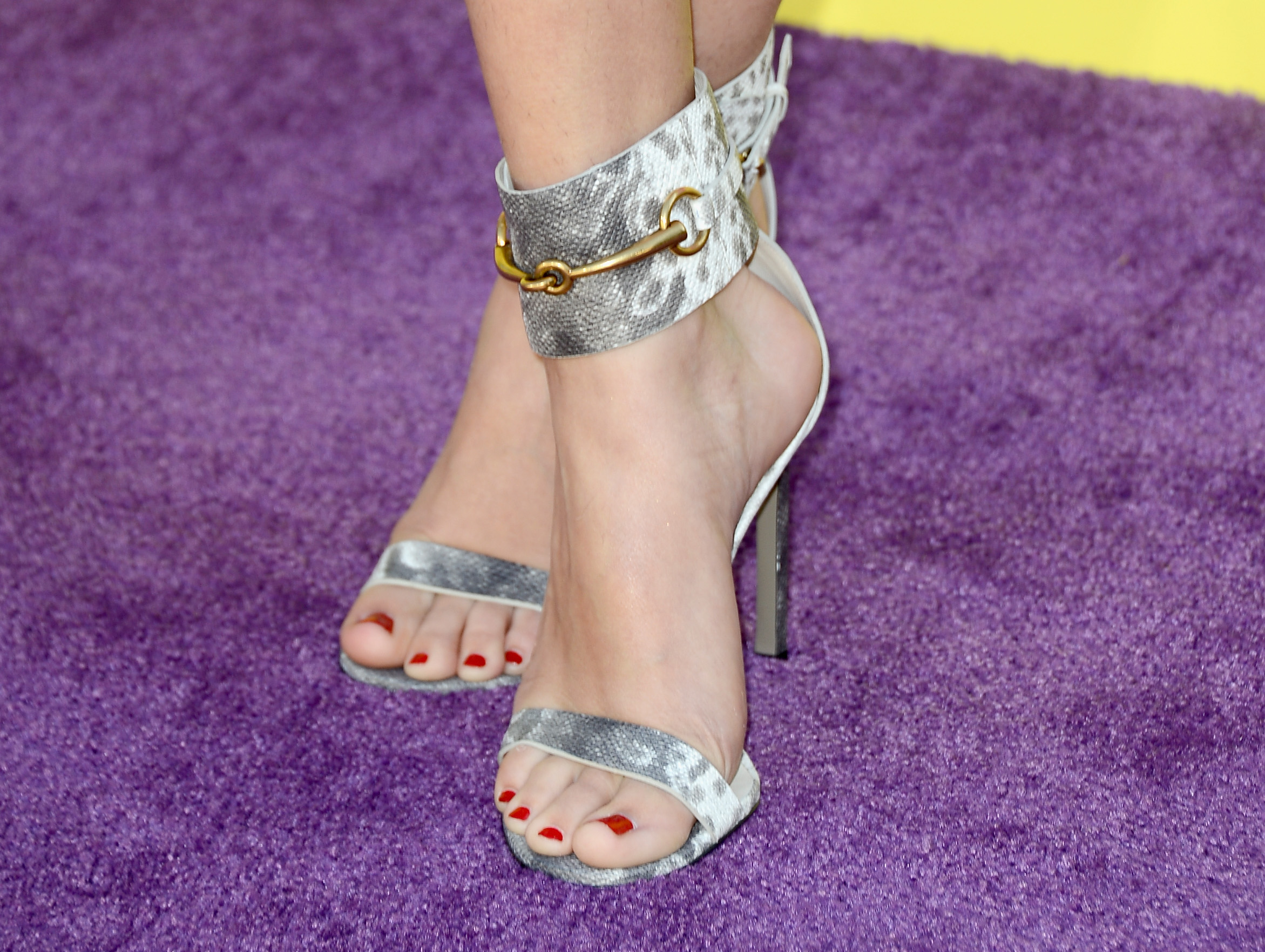 Selena Gomezs Feet Are More Popular Than Youd Ever -2772