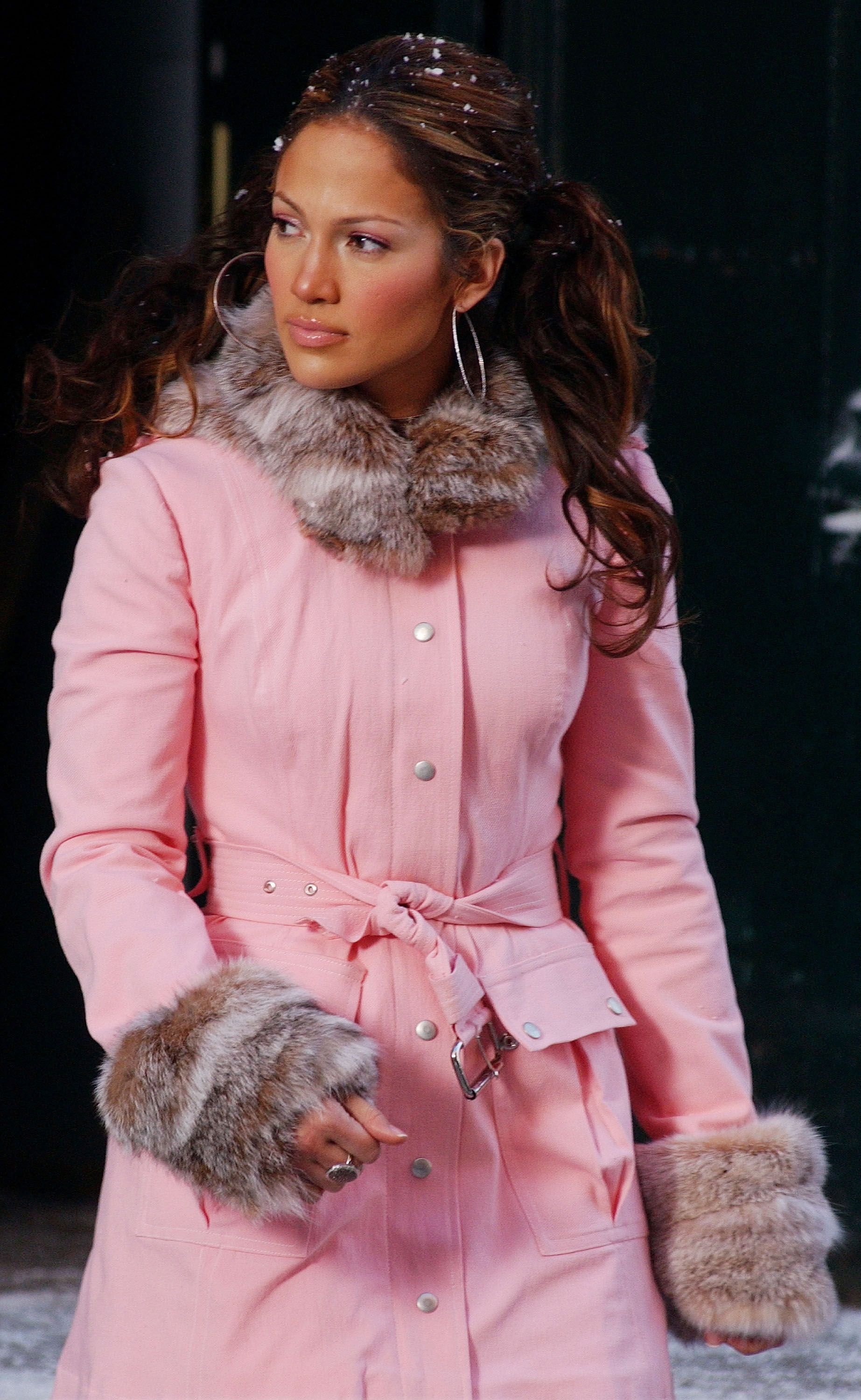 5aabe306cb5a7 13 Jennifer Lopez Outfits You Begged Your Parents For In The Early 2000s —  PHOTOS