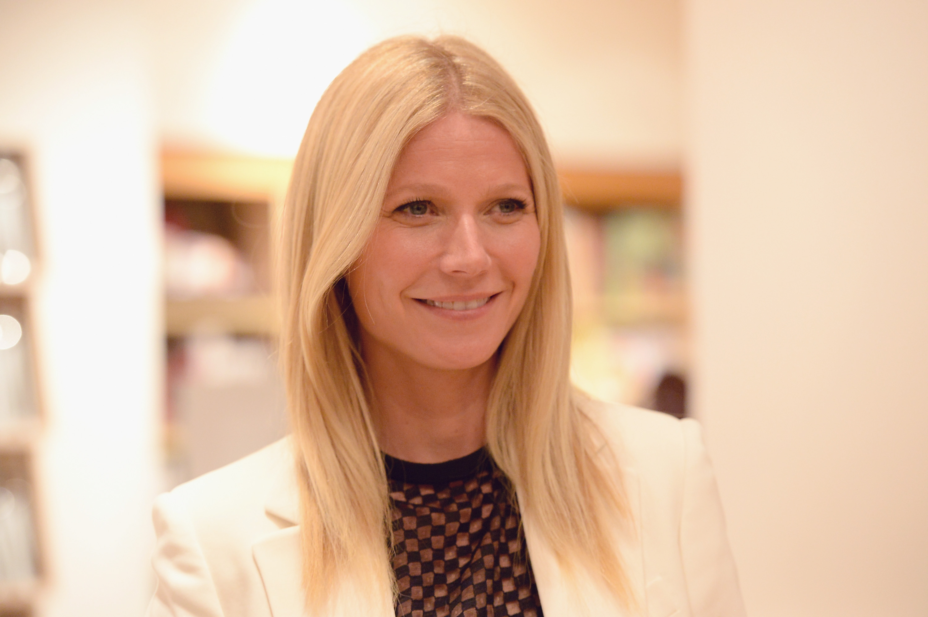 to wear - Paltrow gwyneth totally gets common woman video