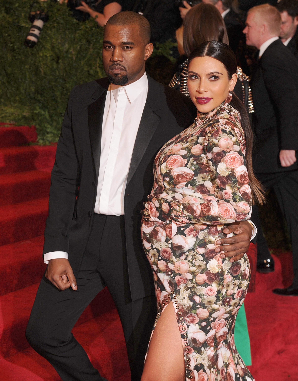 The One Reason Kim Kardashian S Couch Dress At 2017 Met Gala Was Inspiring Photos