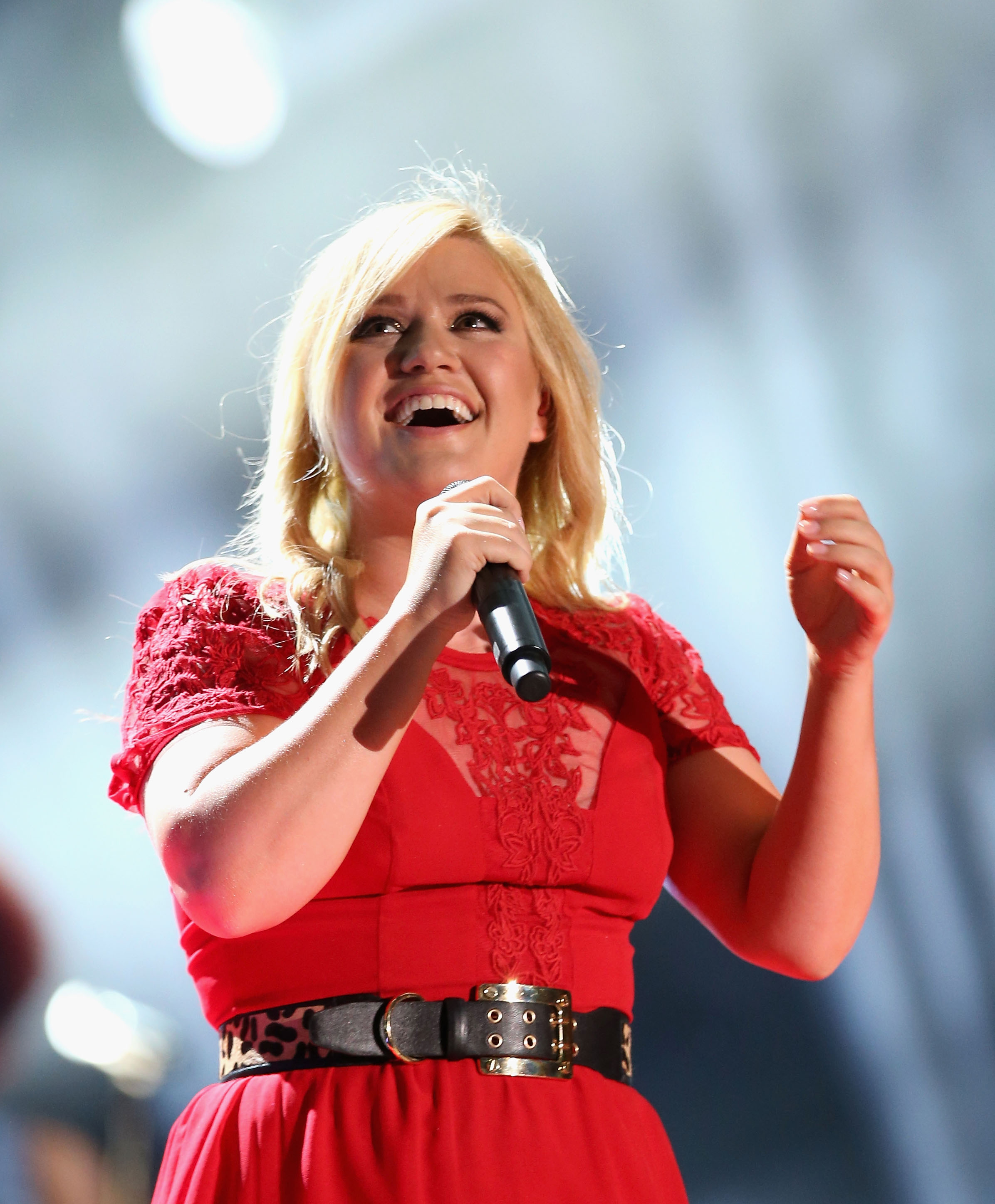 How Does Kelly Clarkson\'s \