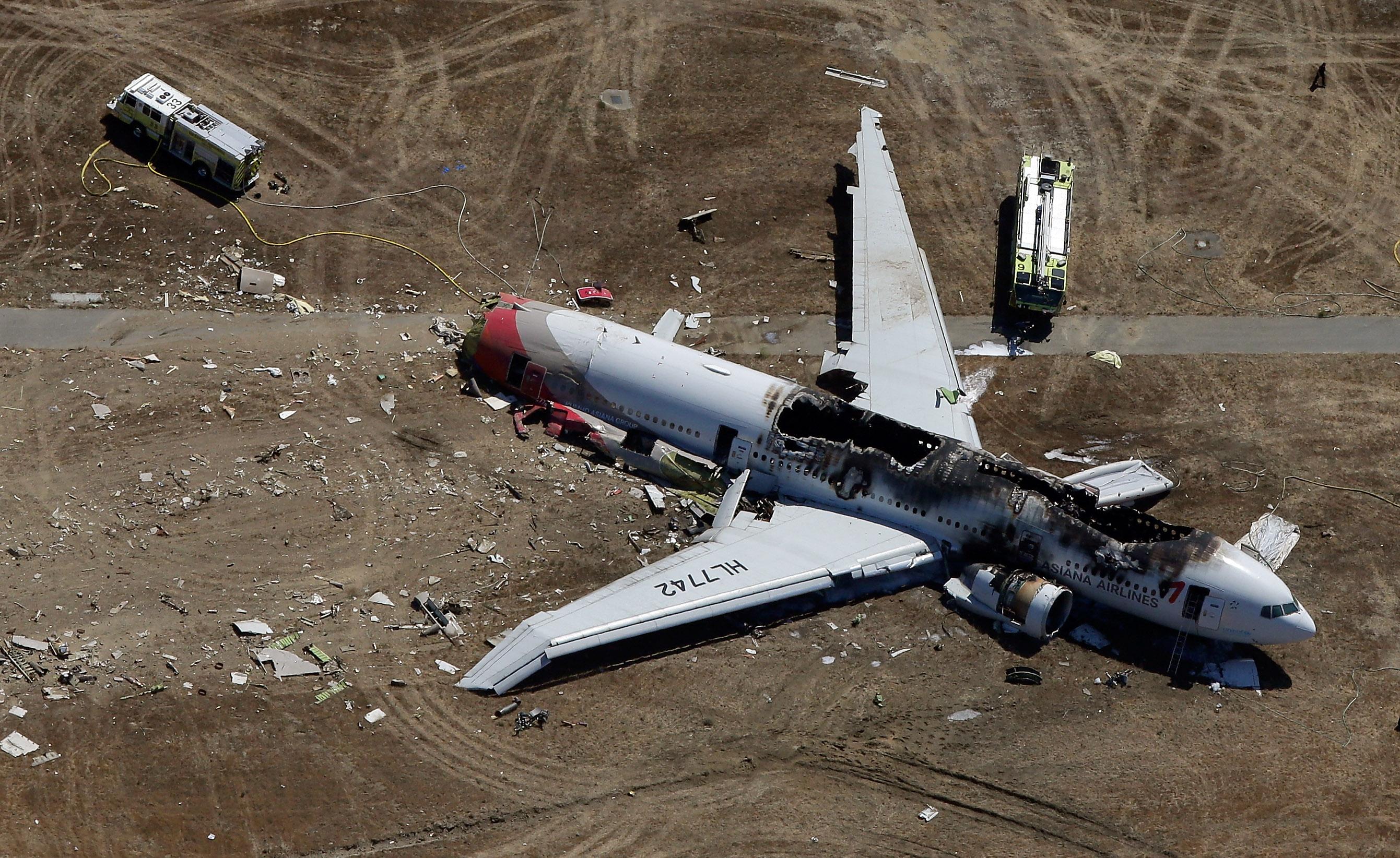 Airplane crash amateur video — 1