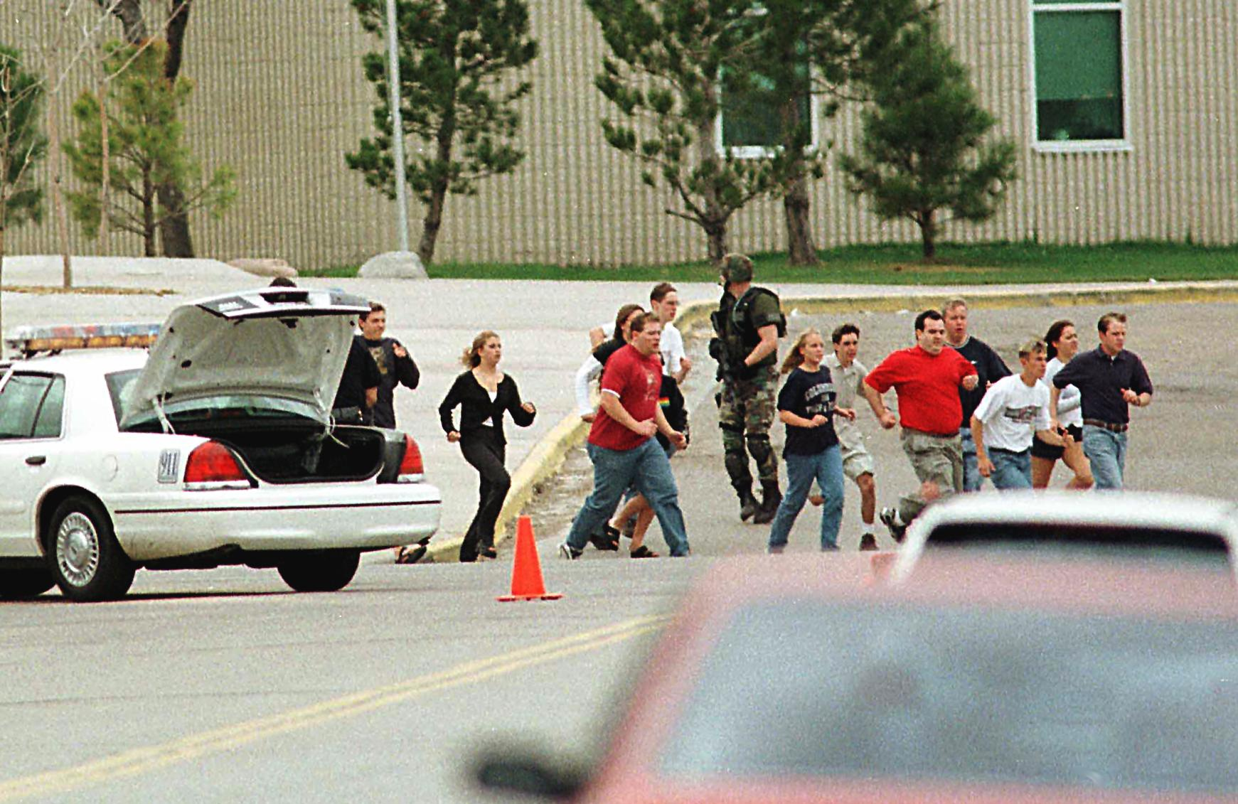 a history of the columbine high school shooting in the united states A young women head to a library near columbine high school where students and faculty members were evacuated after two gunmen went on a shooting rampage in the school in the southwest denver.