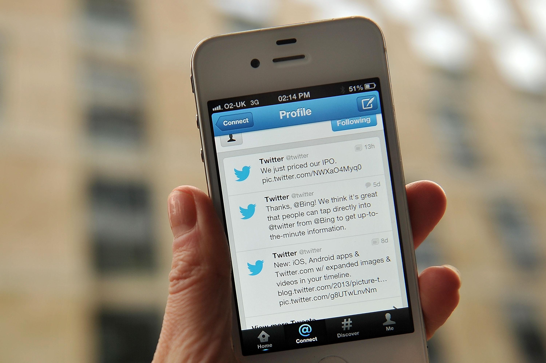 Risultati immagini per twitter smartphone