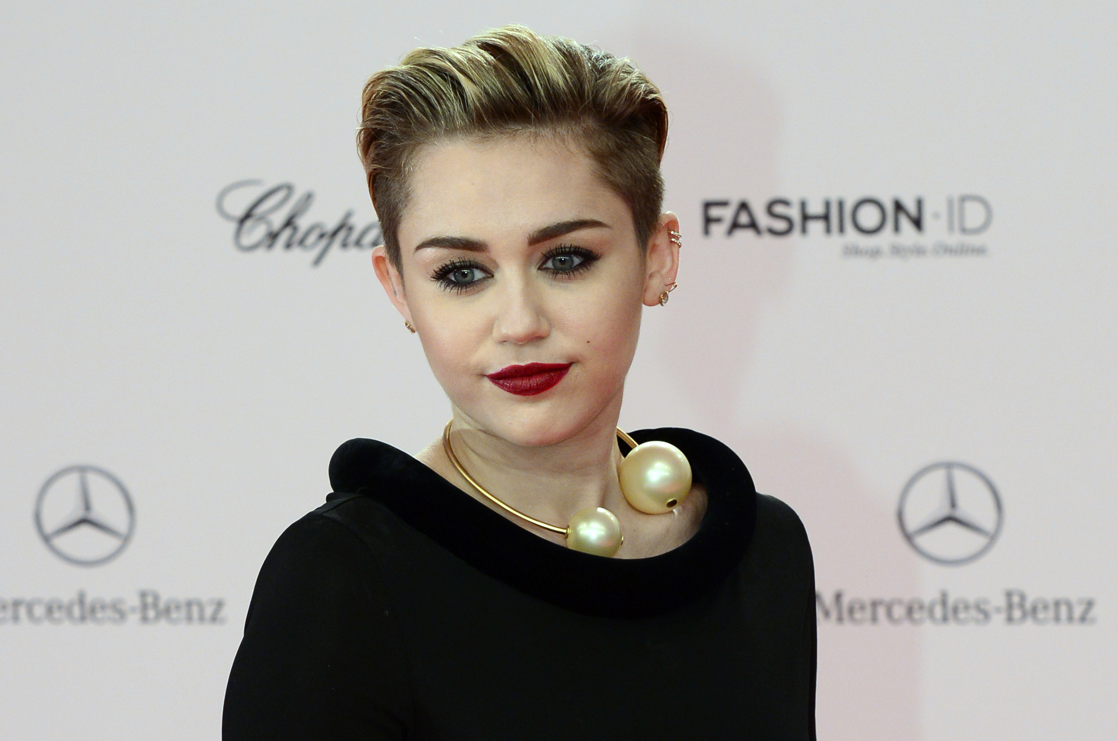 Miley Cyrus Opens Up About Her Sexuality Its Just One Of Many