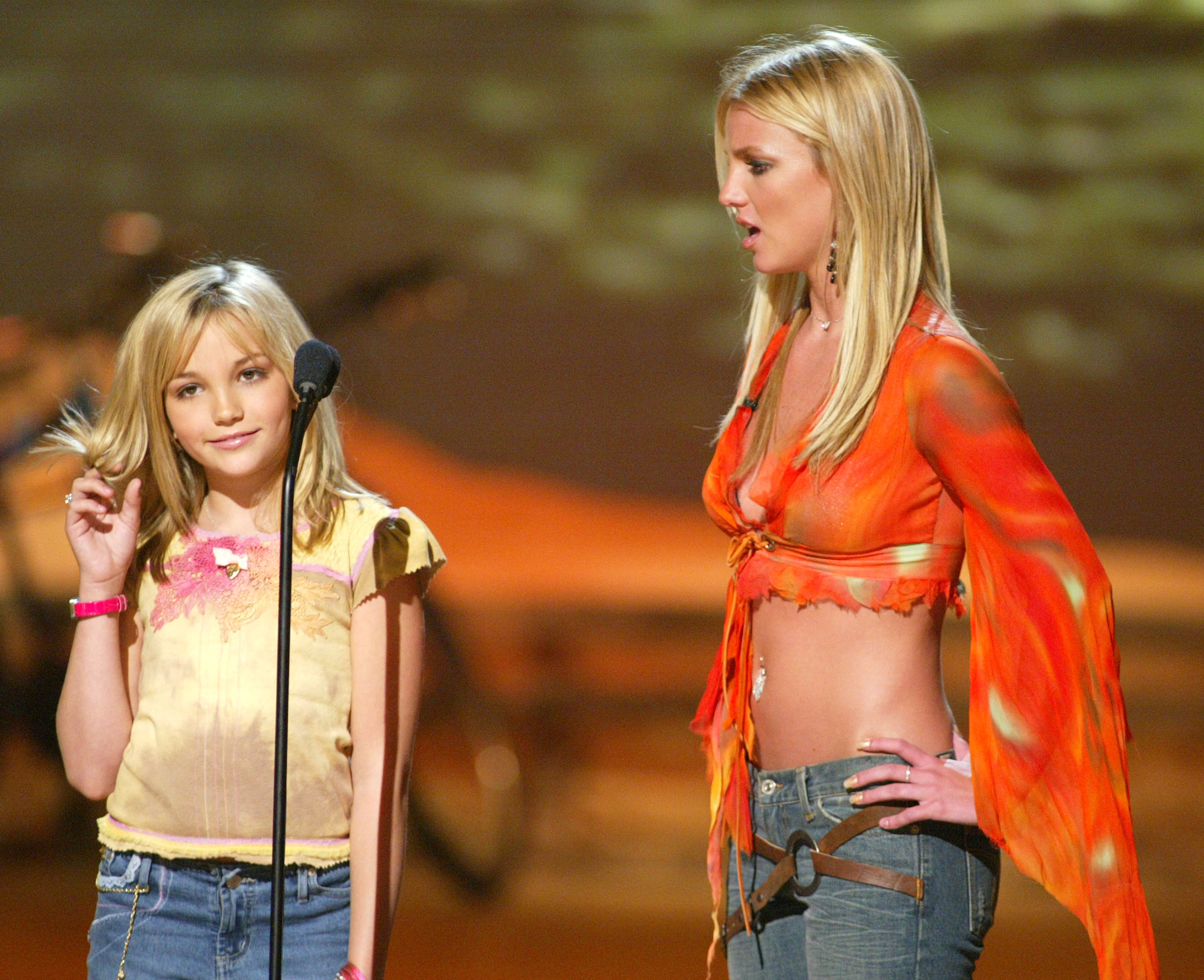 4f782f73a8916 15 Most Ridiculous Midriff Baring Outfits From The Early 2000s — PHOTOS