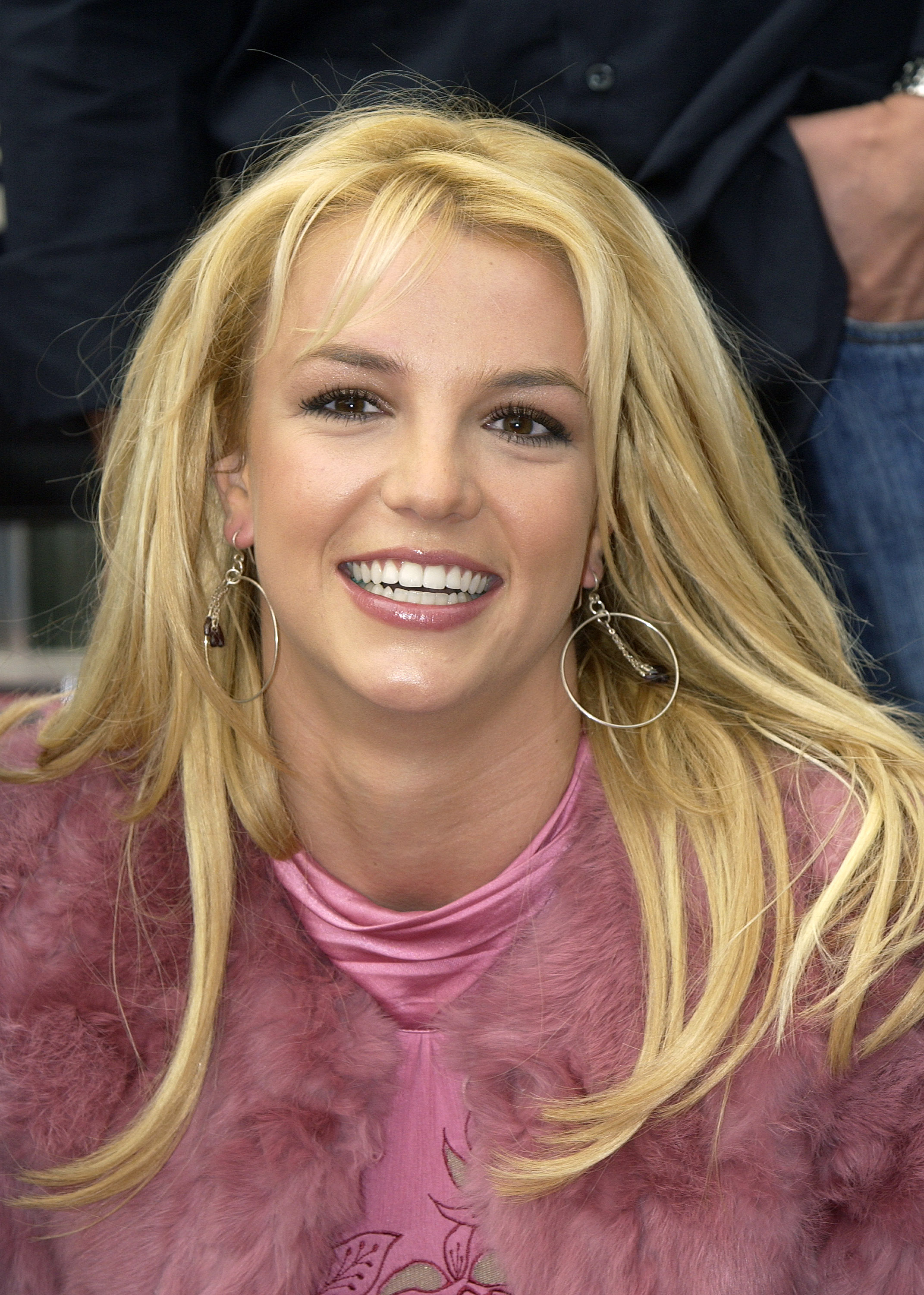 20 Britney Spears Eye Makeup Looks That Are Completely