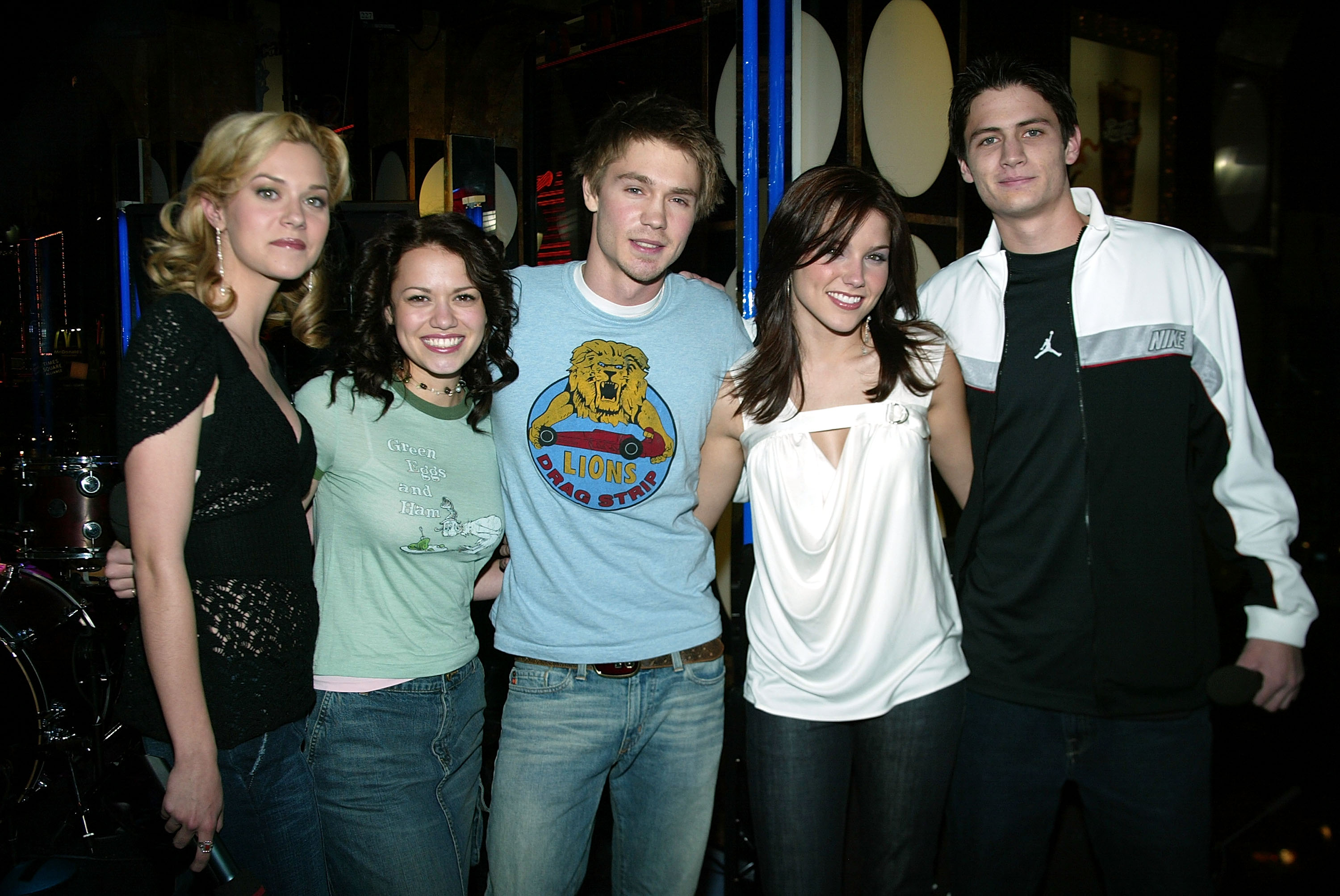 One tree hill cast hookup in real life