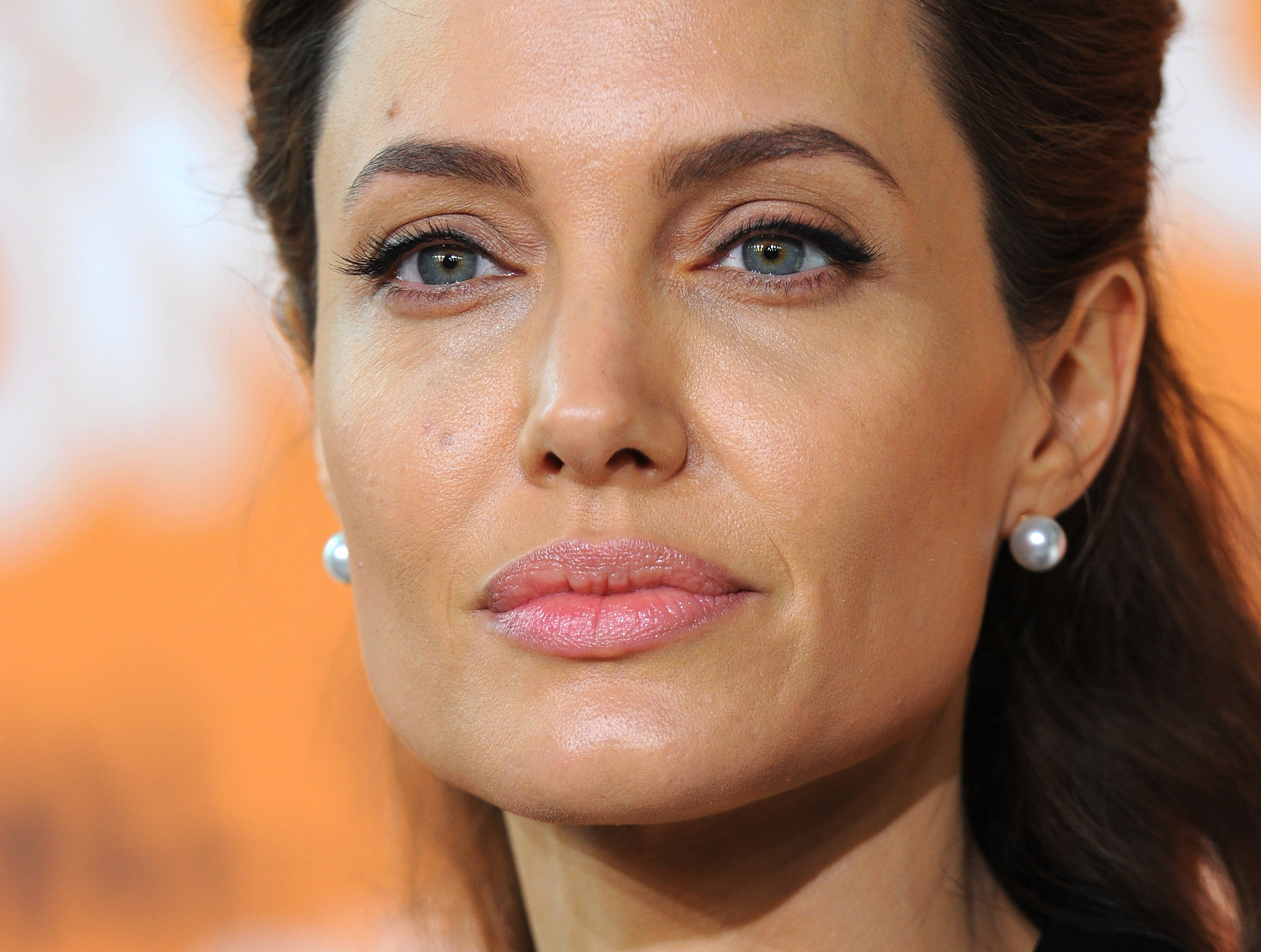 Angelina Jolie Reveals Shes Had Her Ovaries Removed