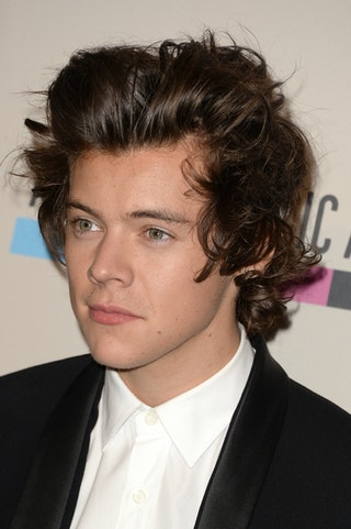 harry styles with short hair 2013 28 harry styles hair photos that show his evolution from 5620 | 451833147