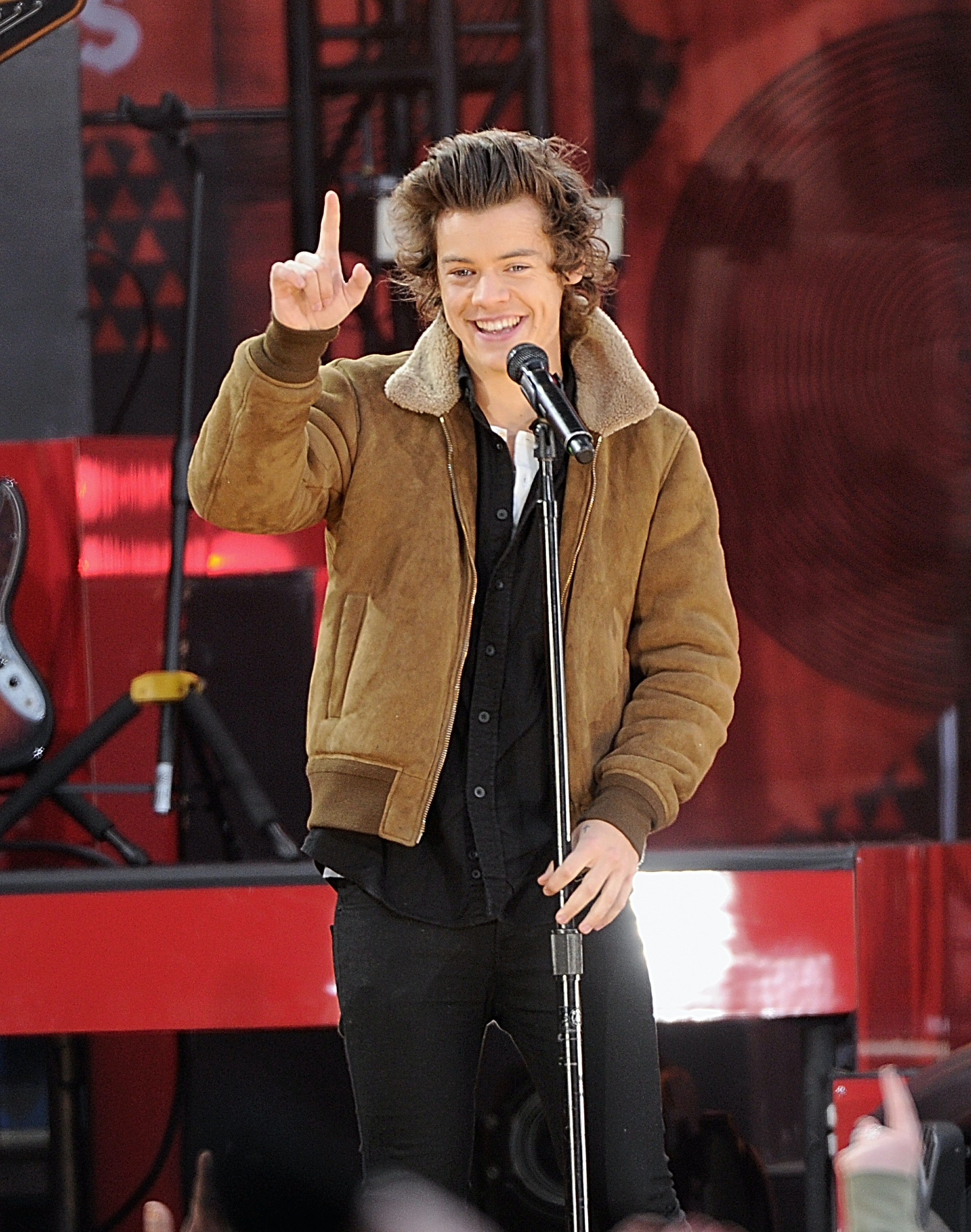 13 Of Harry Styles Most Ridiculous Dance Moves Because His Dancing Really Deserves More Attention Video