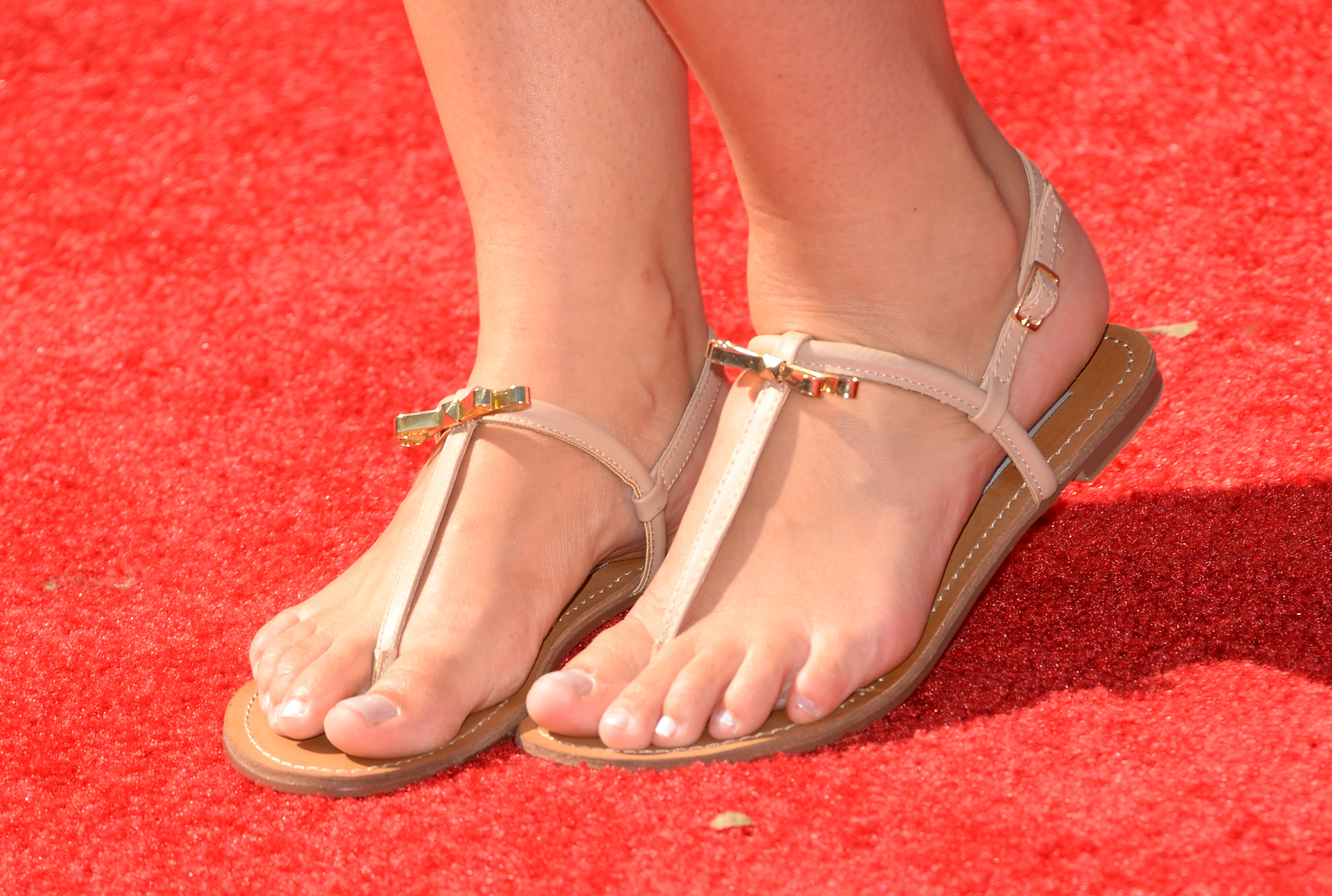5f686bd73154 8 Ways to Make Sandals More Comfortable