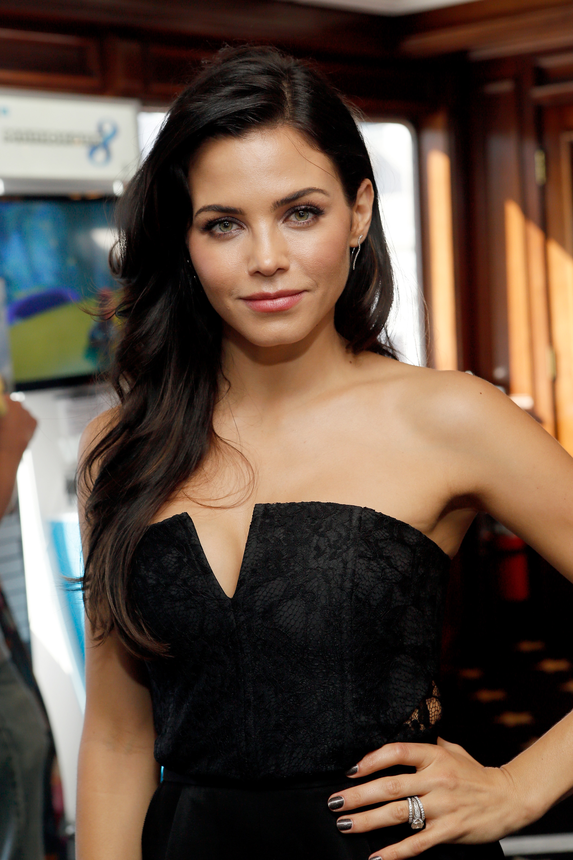 Backup Image Jenna Dewan Tatum Has A Dance Background Outside Of Step