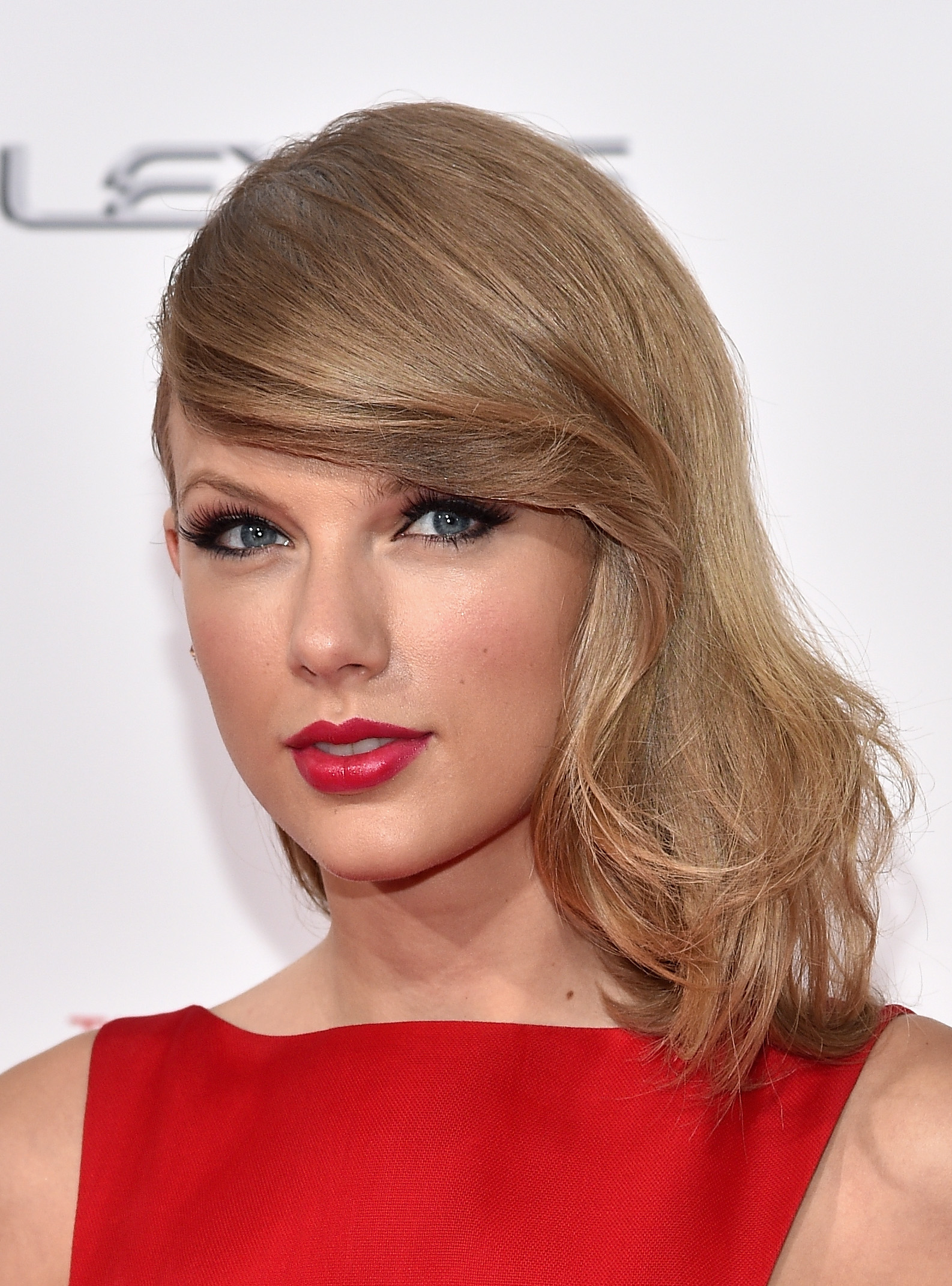 Taylor swift gets mean when virgins dump her new pics