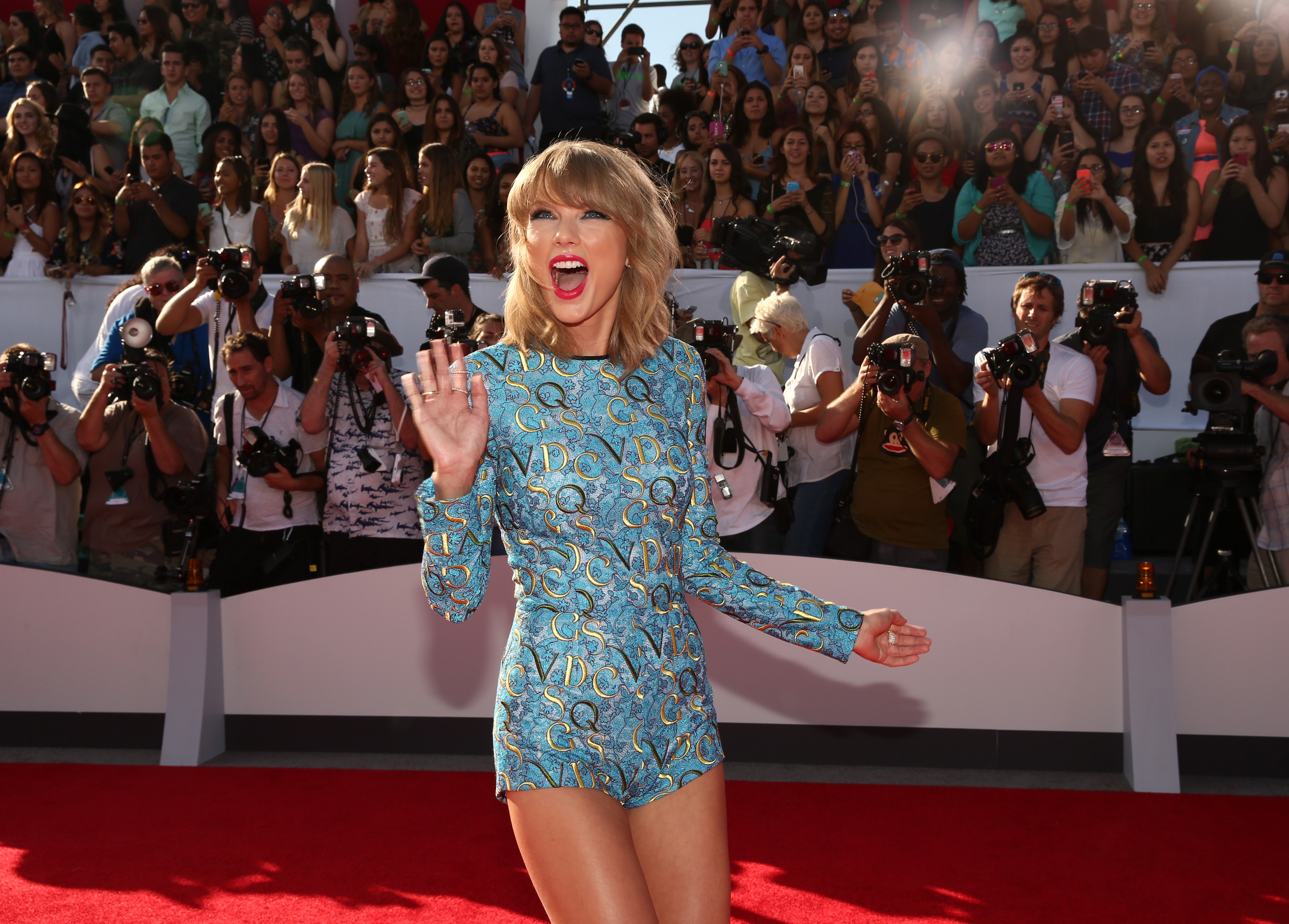 7 Reasons Taylor Swift S Shake It Off Became A Number 1 Hit Starting With Those Silly Dance Moves