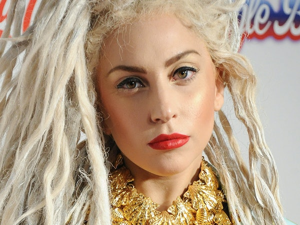Lady Gaga Does Her Eyebrows to Suit Her Mood, So Let's ...