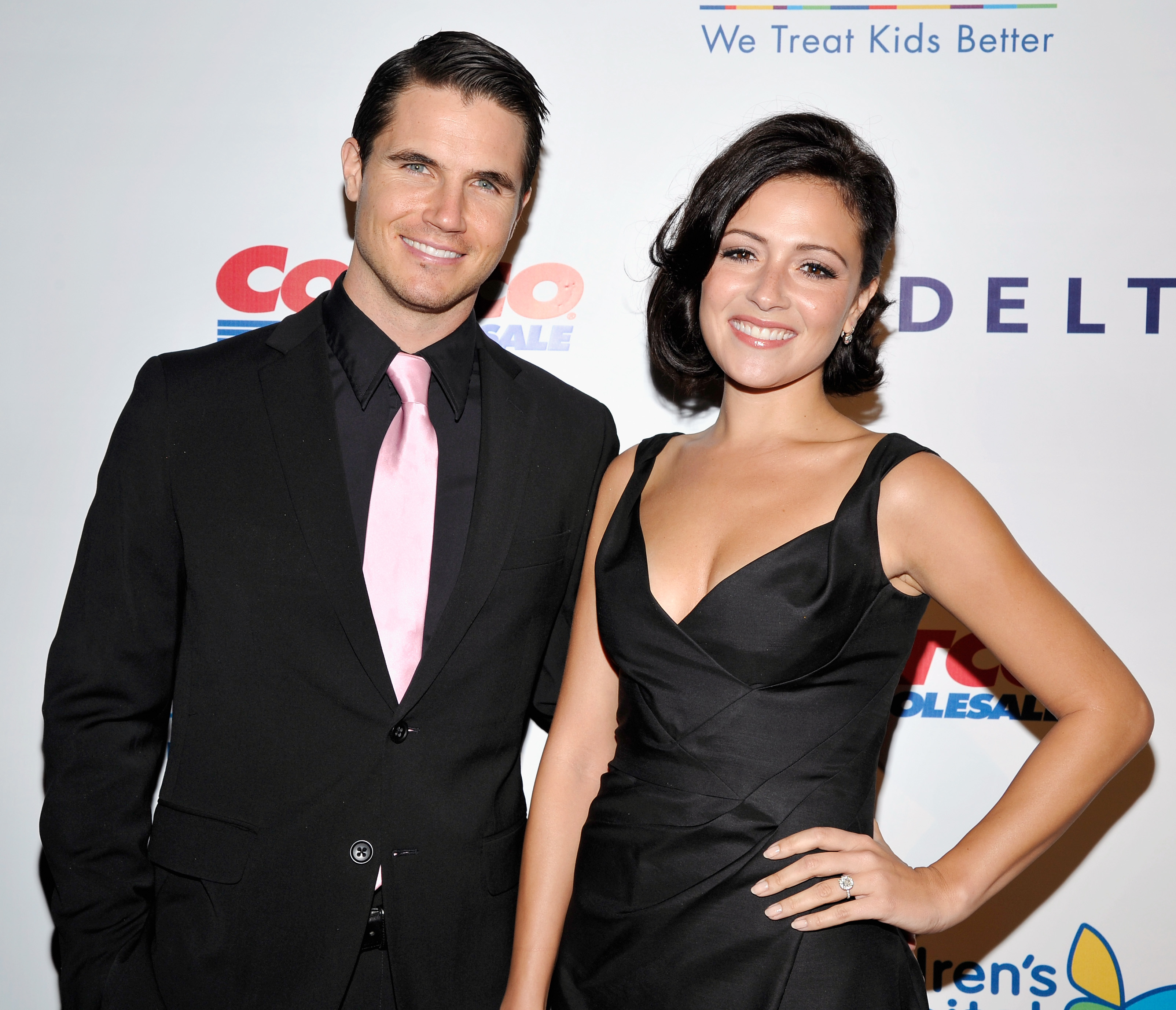 Discussion on this topic: Nicoletta Machiavelli, robbie-amell/
