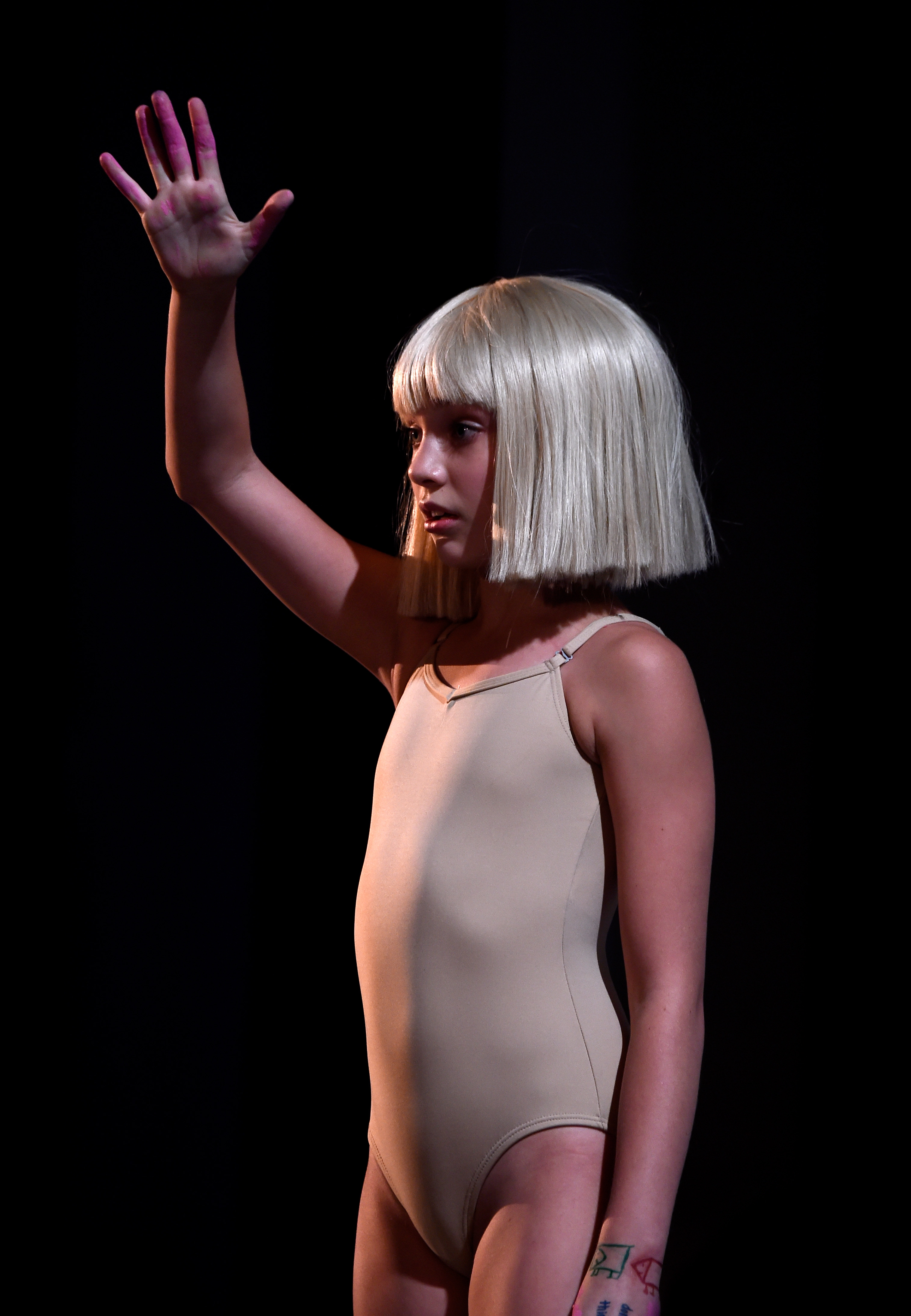 This sia chandelier halloween costume is super easy to pull off this sia chandelier halloween costume is super easy to pull off photos aloadofball Choice Image