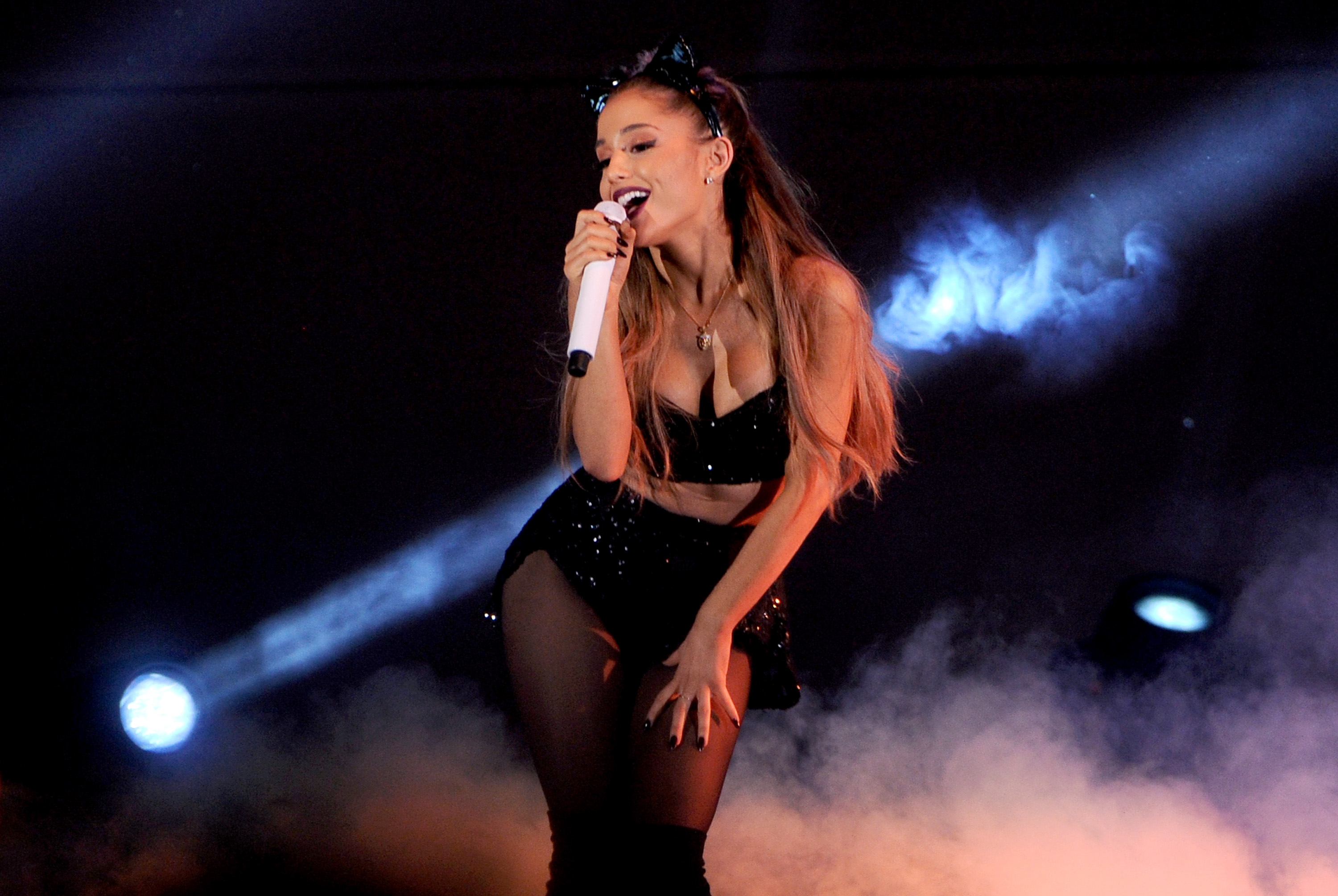 What To Wear To An Ariana Grande Concert For Her Honeymoon Tour (Cat Ears  Not Required, But Highly Encouraged)