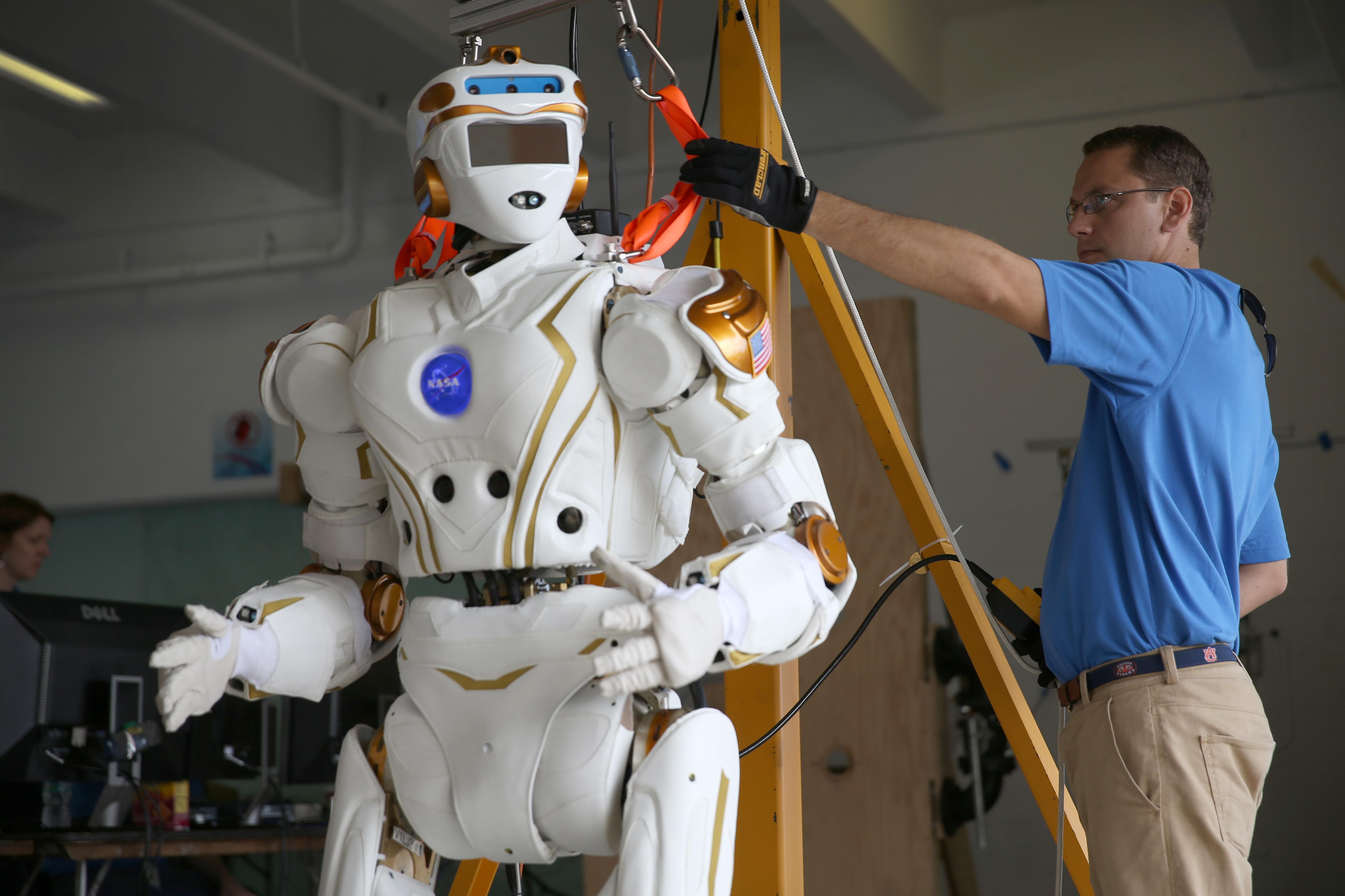 nasa humanoid robot - HD1600×915