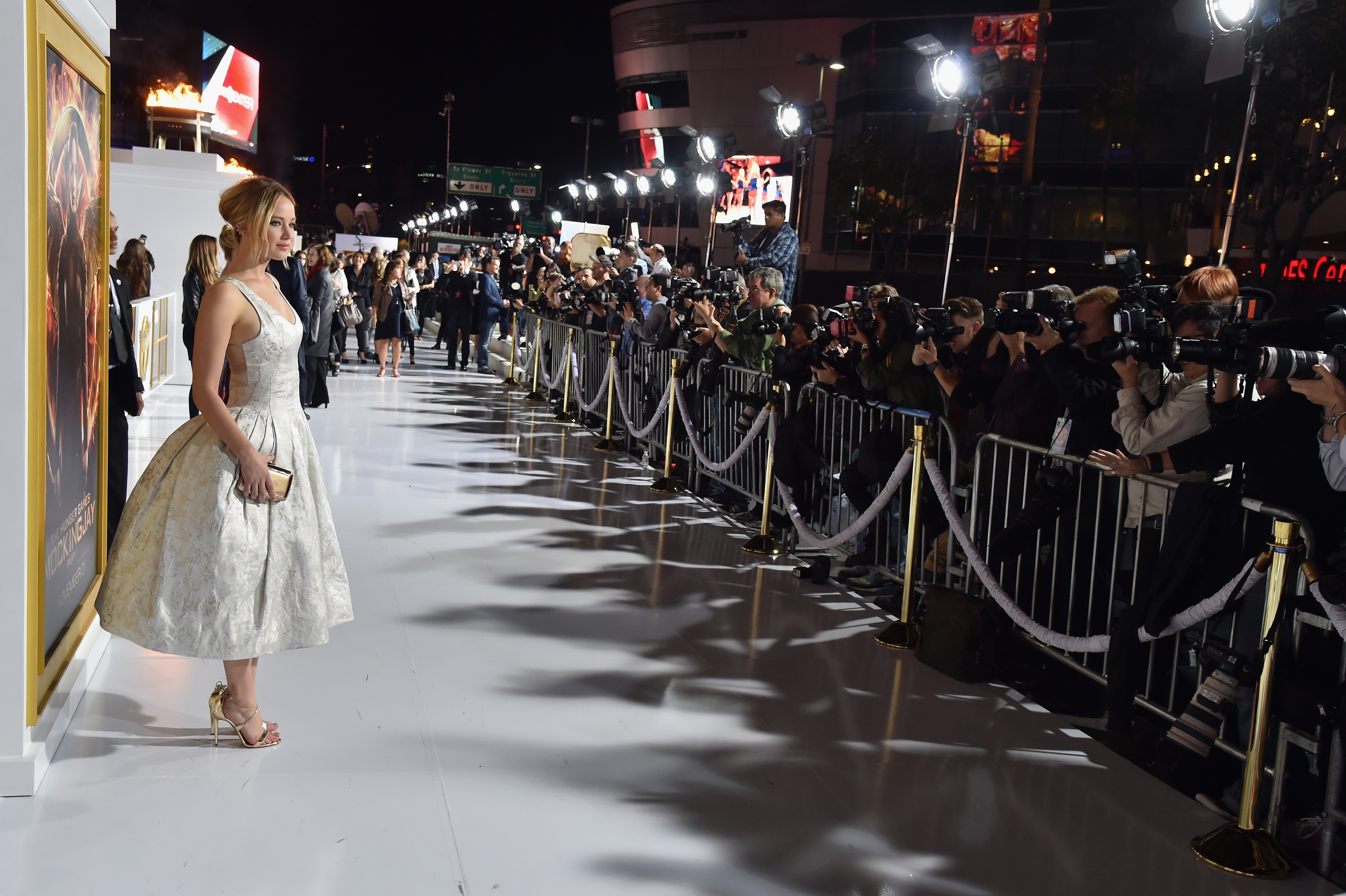 Jennifer Lawrence\'s White Dior Dress Dazzles At \'The Hunger Games ...