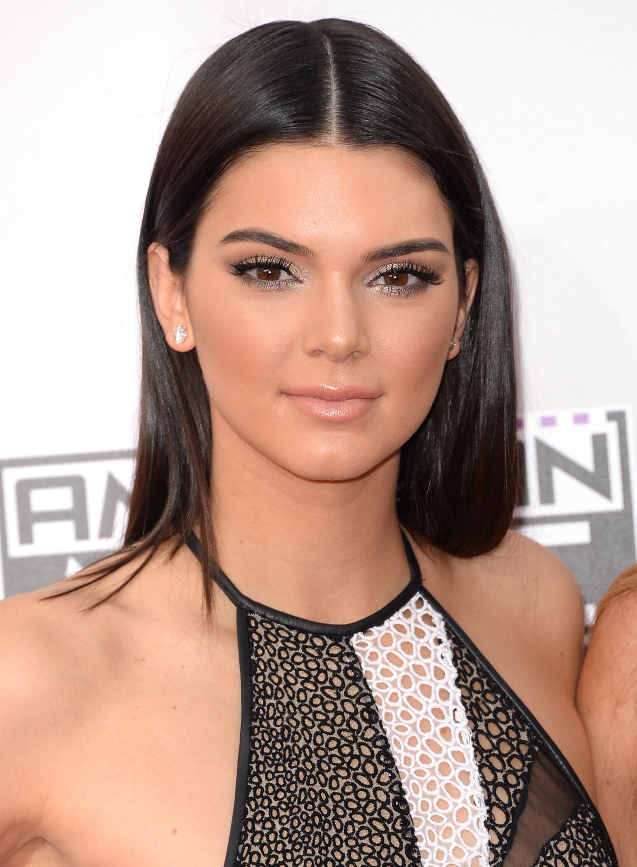 Kendall Jenner Posts Makeup-Free Selfie On Instagram, Showing Us Her Adorable Freckles