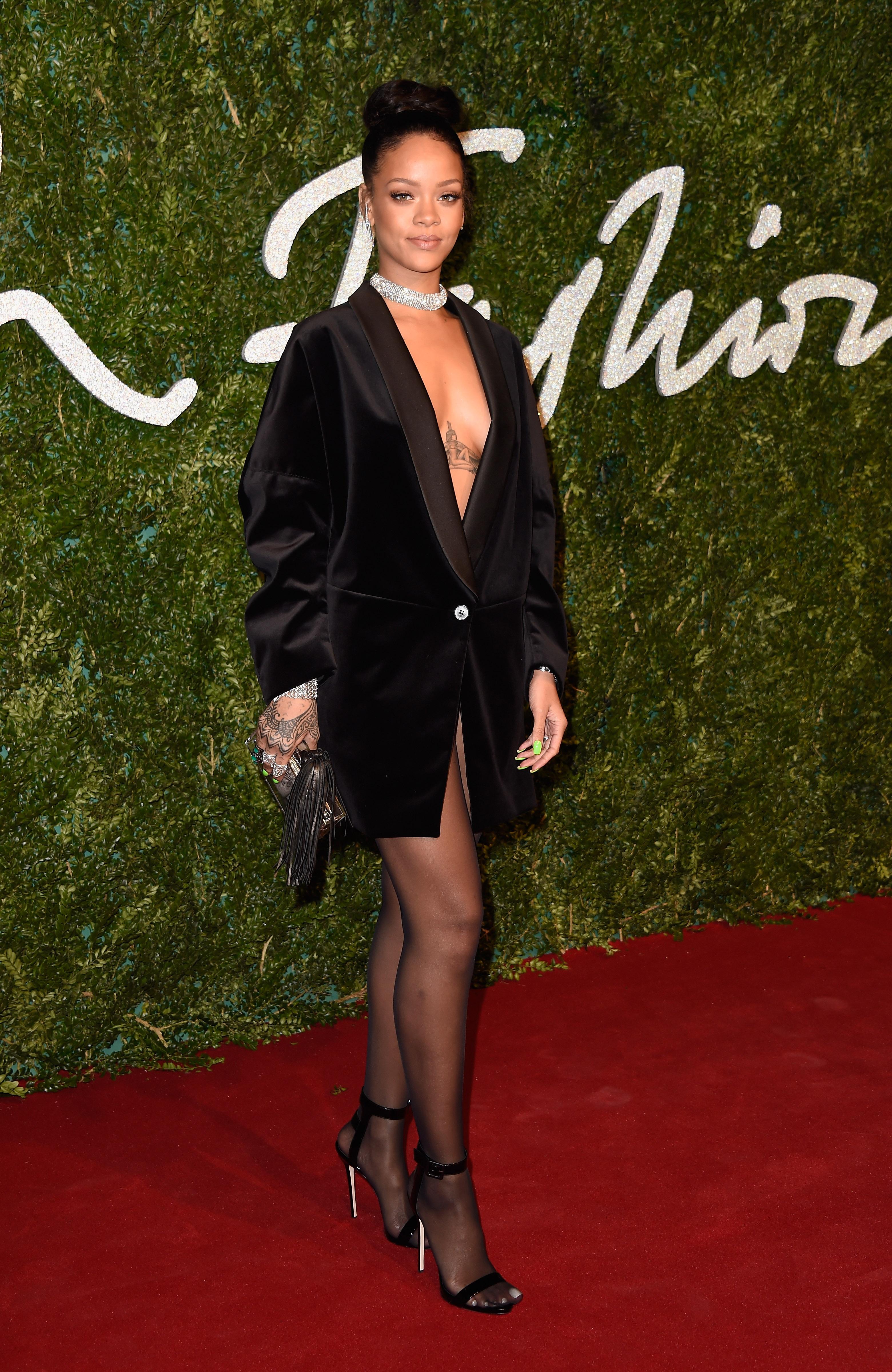 Rihanna Nude For GQ @ Platinum-celebs.com