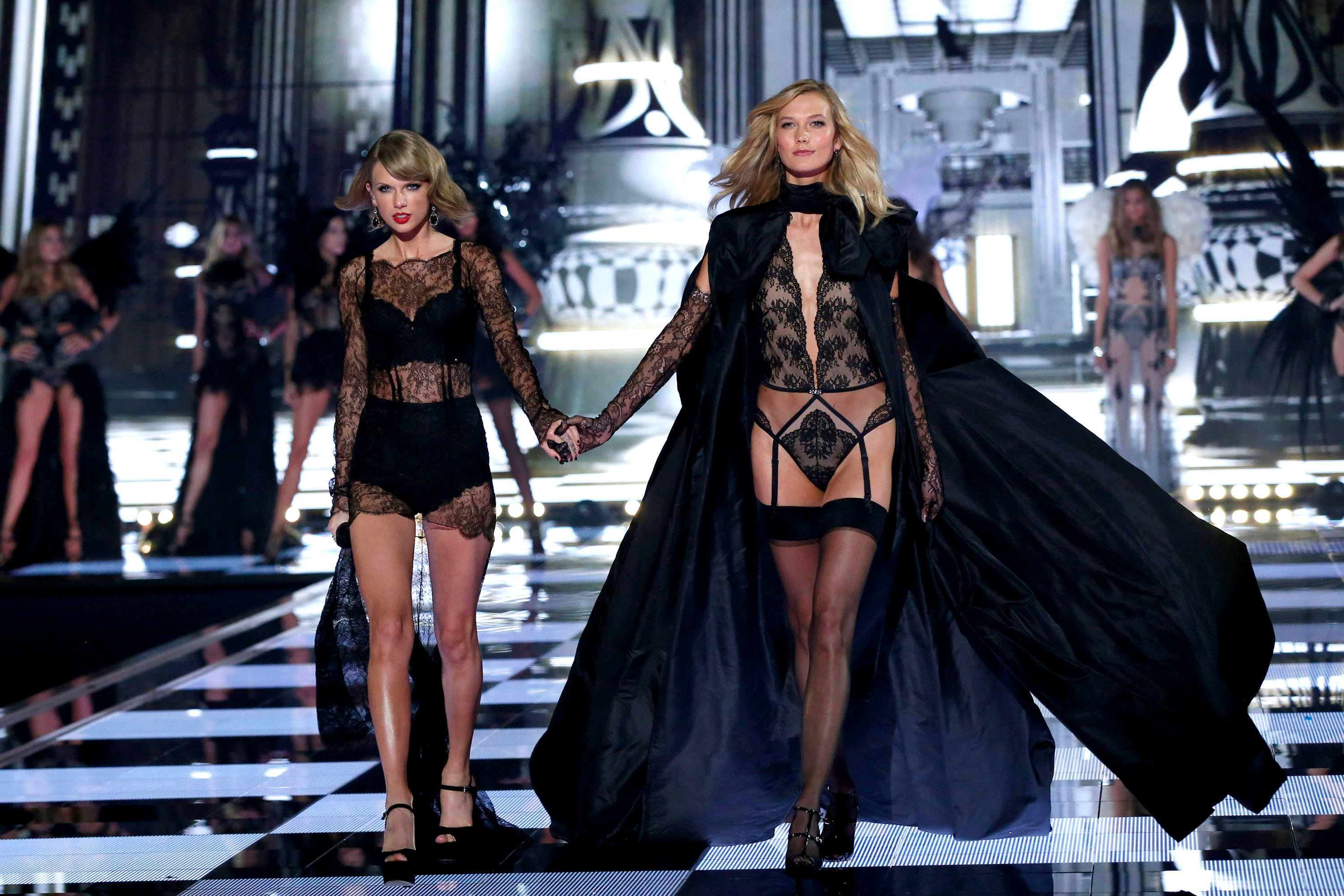 Taylor Swift & Karlie Kloss Are Not Dating, So Let's Spread These 7 Rumors  Instead