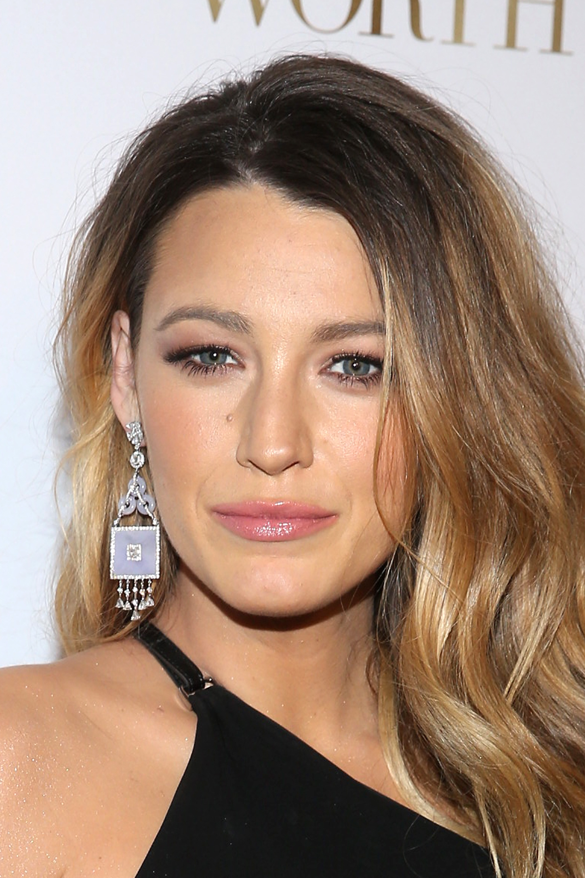Blake Livelys Faux Bob Convinces Us Shed Look Fab With The Real