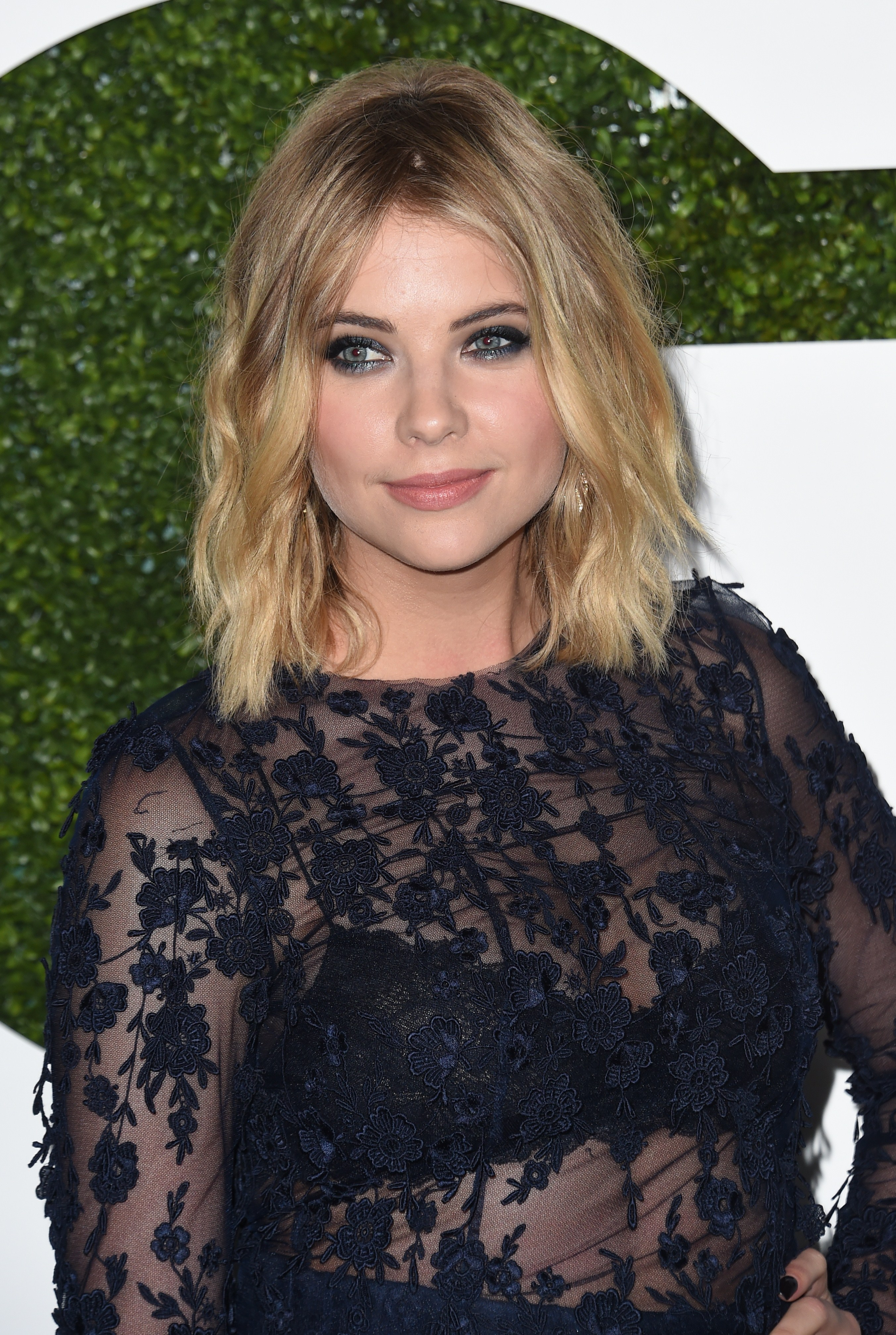 are hanna and caleb from pll dating in real life Via abc family everyone secretly wants their favourite tv couples to be dating in real life — it's practically part of being a tv fan and when you have a couple as adorable as hanna and.