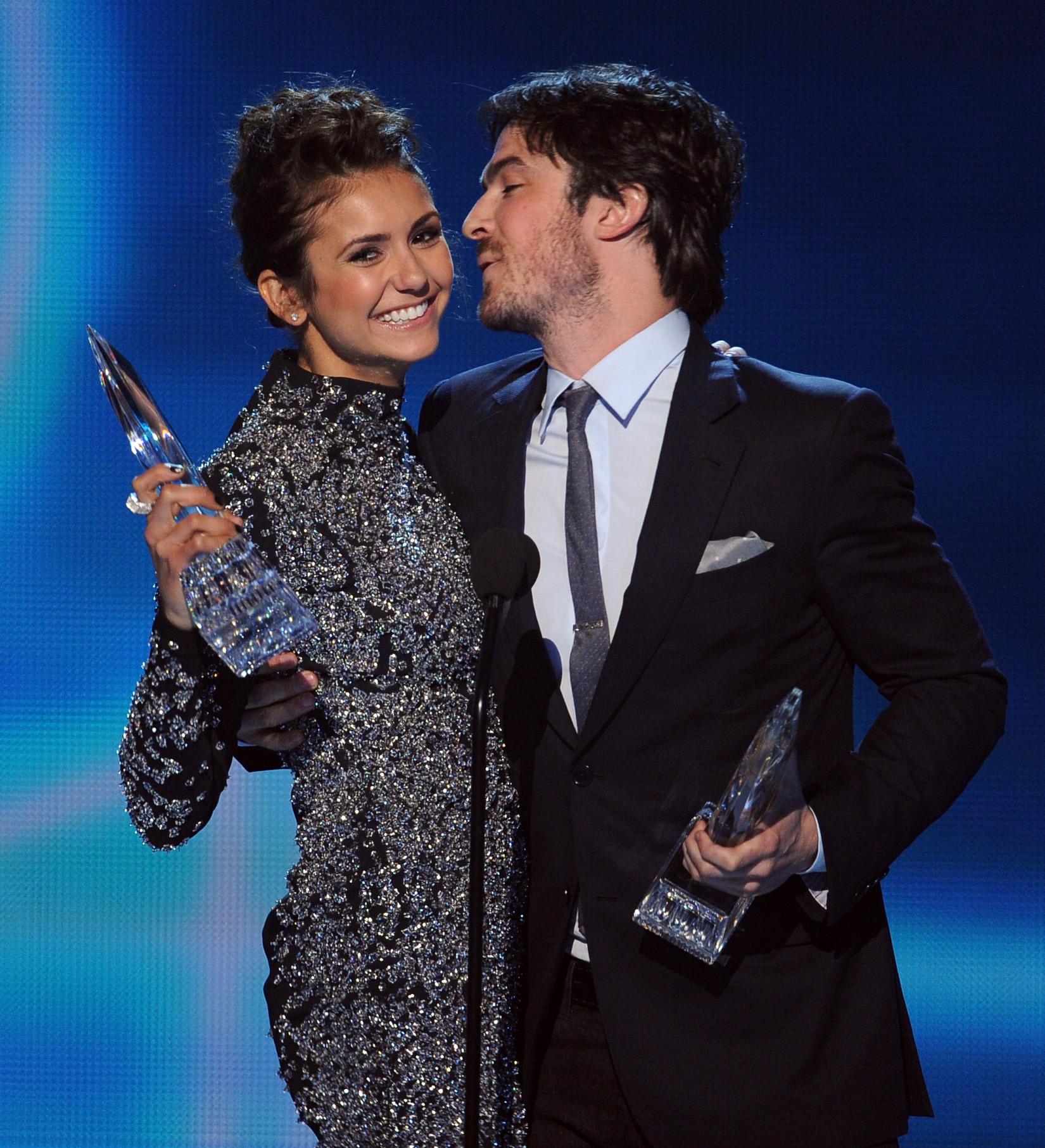 Nina Dobrev se s ním setkala na televizním seriálu Vampire Diaries.