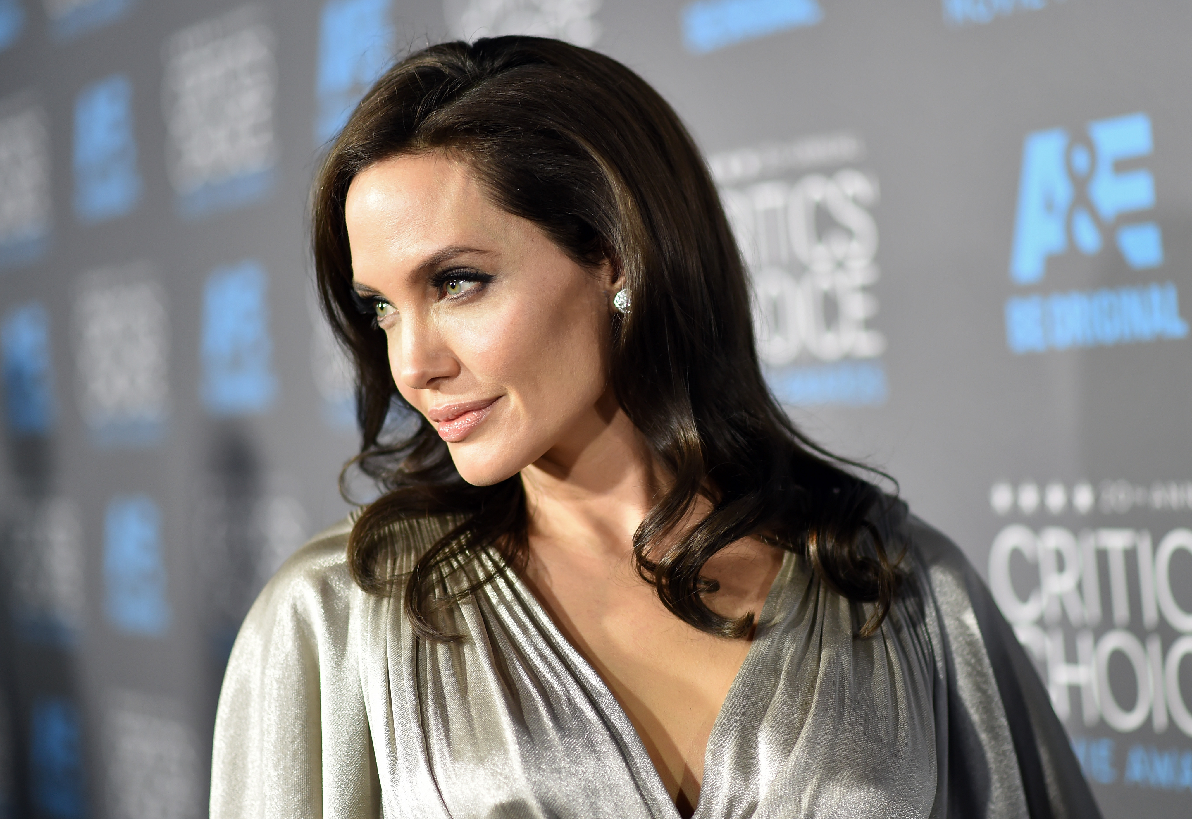 7 Reasons Angelina Jolie Is Hollywood's Best Role Model For